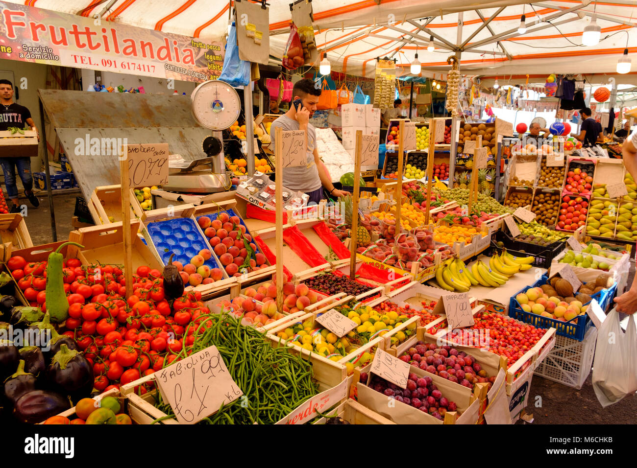 Fruit and Vegetable Market Ballaro Market, Mercato di Ballaro, Palermo, Sicily, Italy - Stock Image