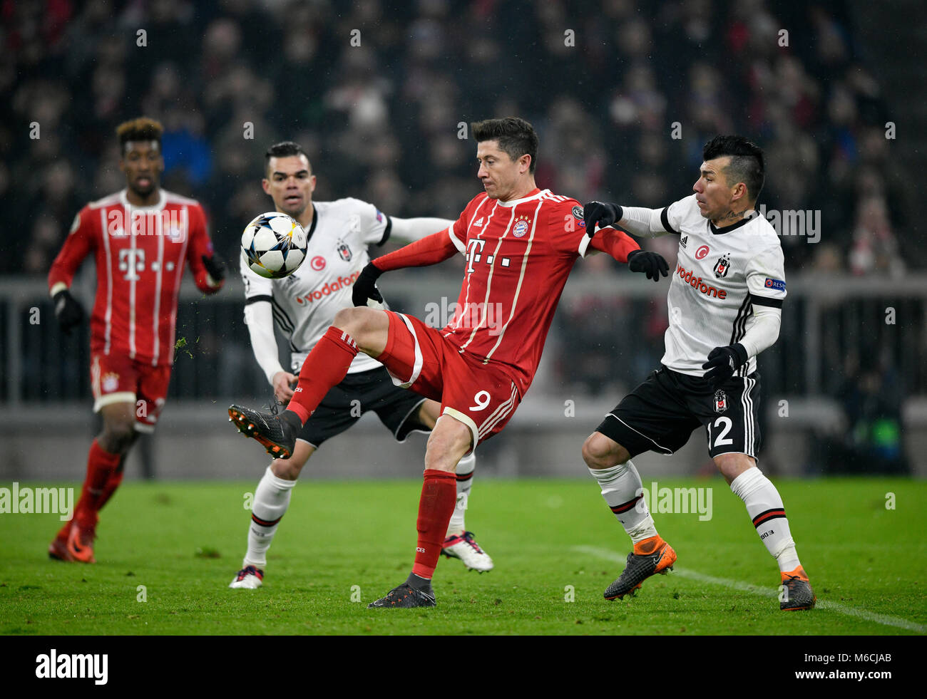 Tackling, action Robert Lewandowski of FC Bayern Munich against Gary Medel of Besiktas Istanbul on the right, behind - Stock Image