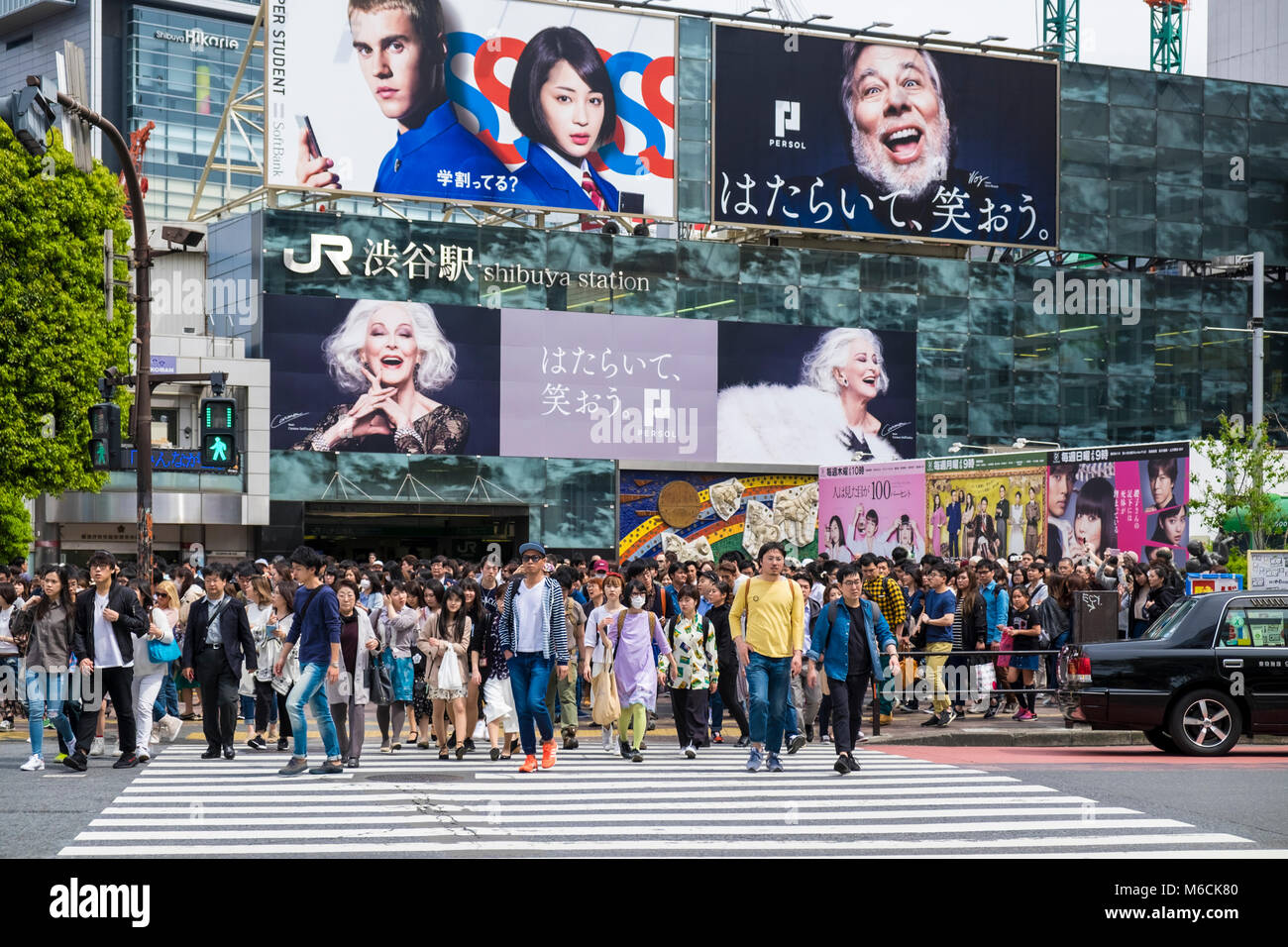 Shibuya Crossing, Tokyo Japan - crowds on the crosswalk - Stock Image