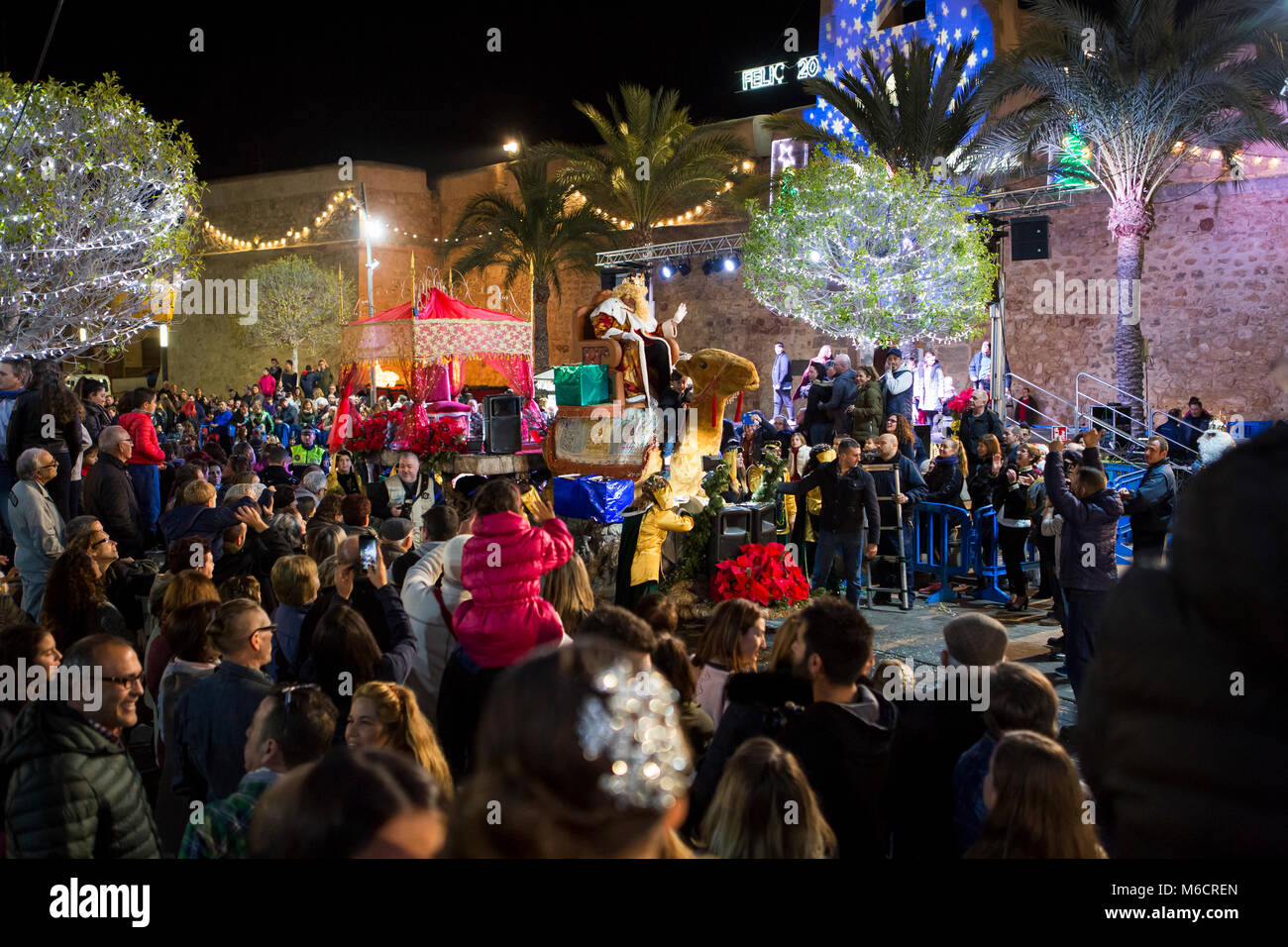 Santa Pola/Spain - Januari 5 2018: Christmas Parade 'Three Kings Parade' along the streets in the city with - Stock Image