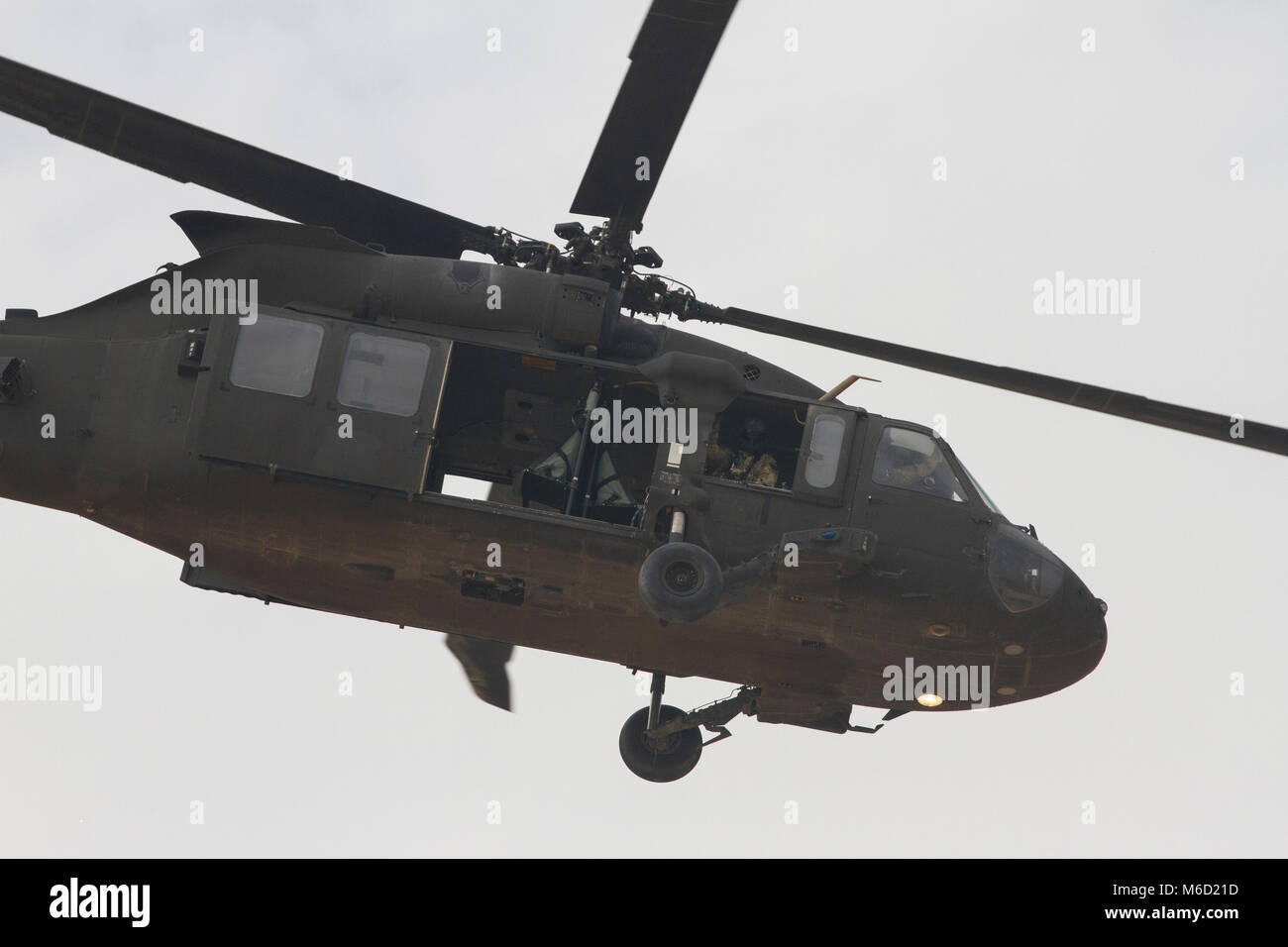 """A UH-60M Black Hawk manned by Soldiers from Alpha Company, """"Task Force Voodoo"""", 1st Assault Helicopter Battalion, - Stock Image"""
