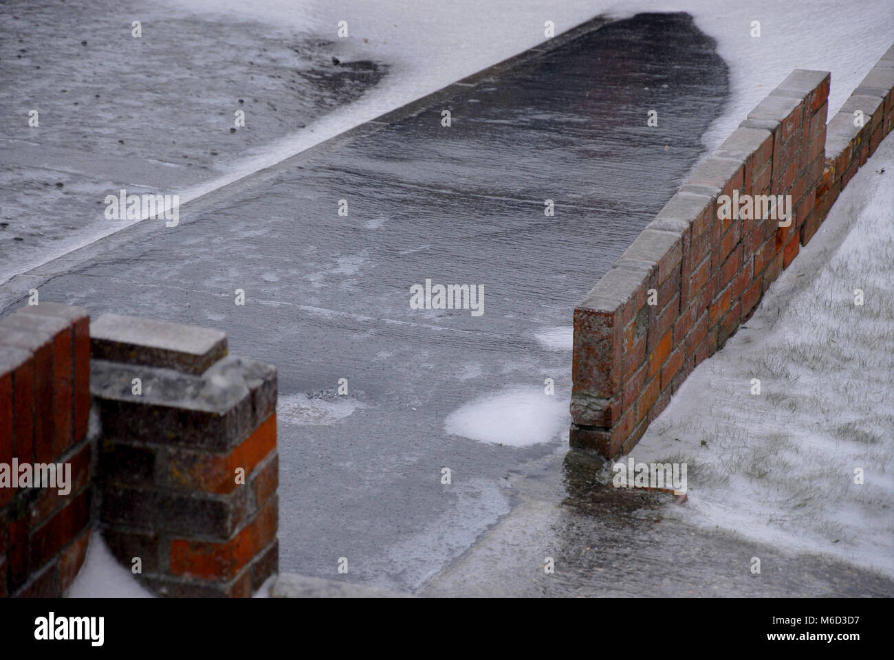 Portland, Dorset. 2nd March 2018 - Freezing rain hit Fortuneswell, Isle of Portland, overnight. Roads and footpaths - Stock Image