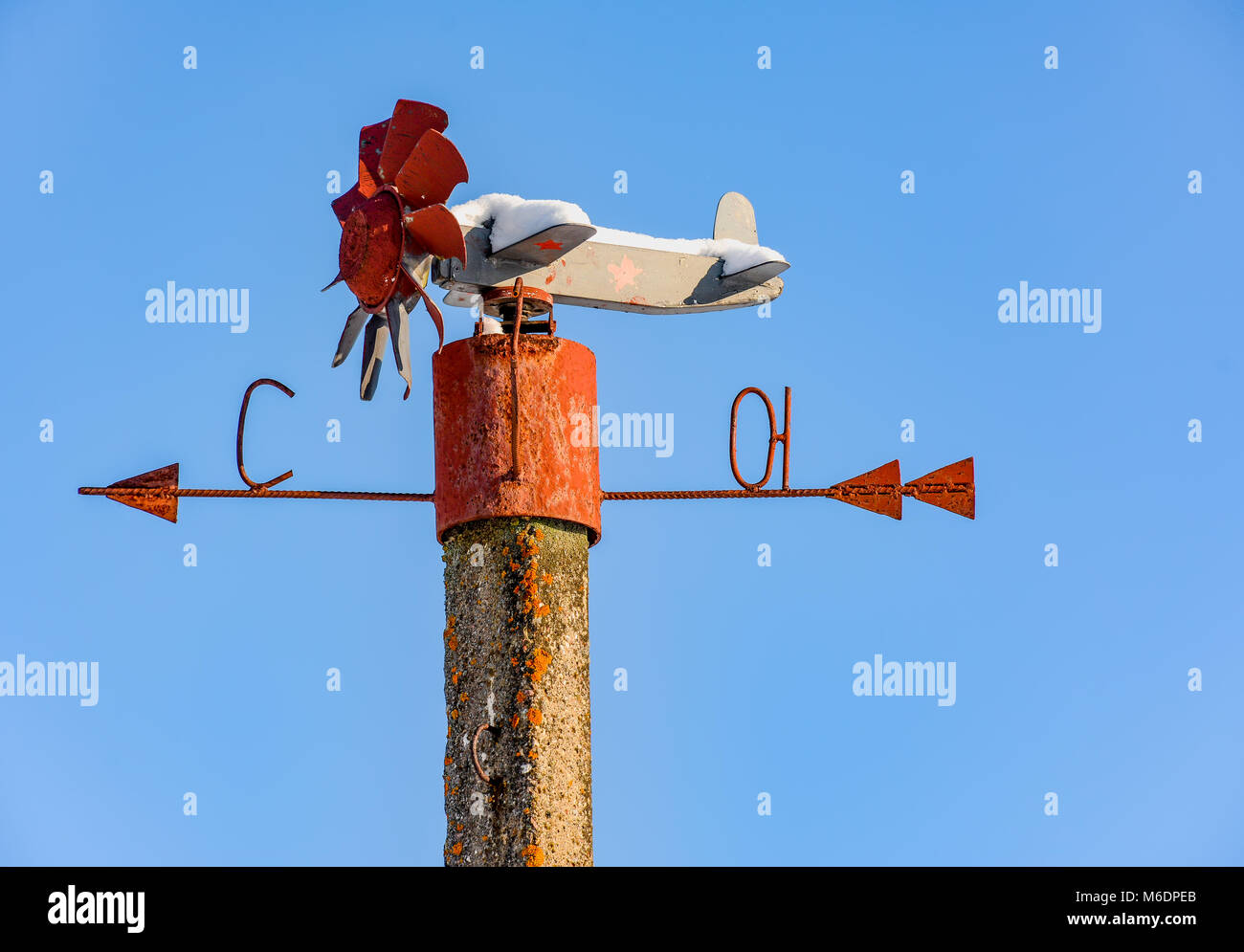 Homemade weather vane in the form of an airplane on a pole - Stock Image