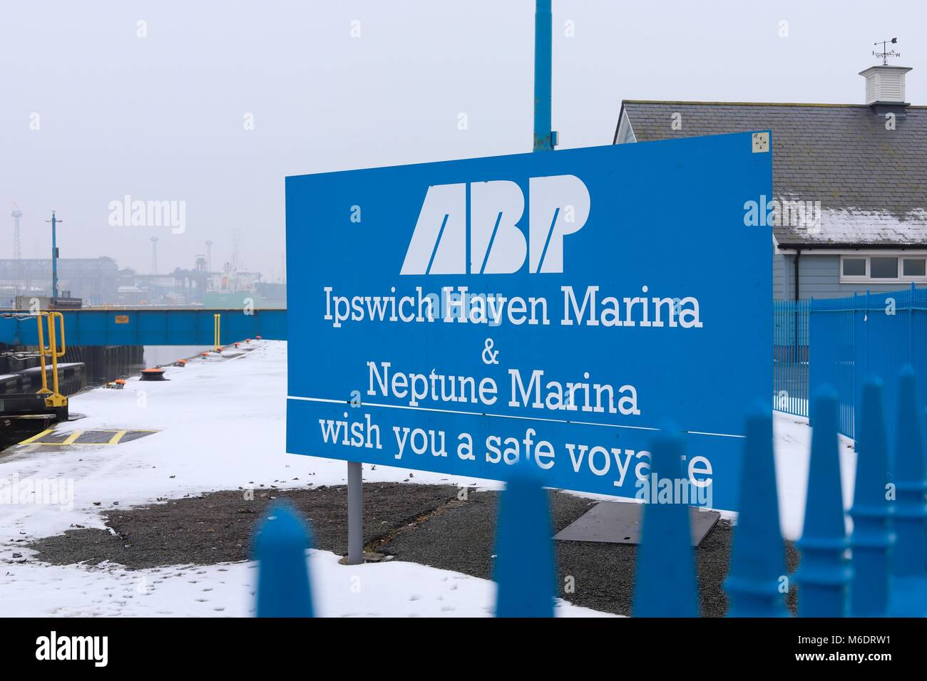 ABP Ipswich Haven Marina and Neptune Marina wish you a safe voyage. Sign at the lock entrance / exit which joins - Stock Image
