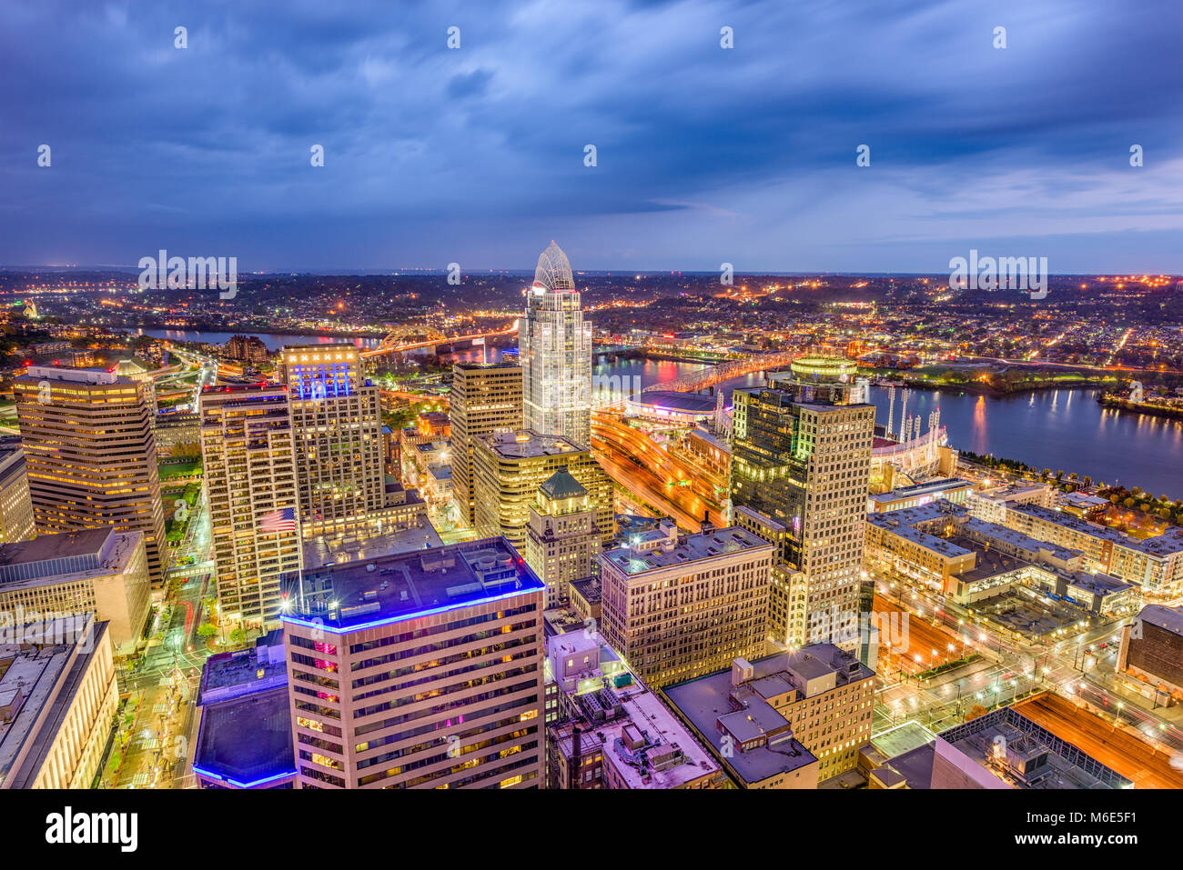 Cincinnati, Ohio, USA skyline from above at dusk. - Stock Image