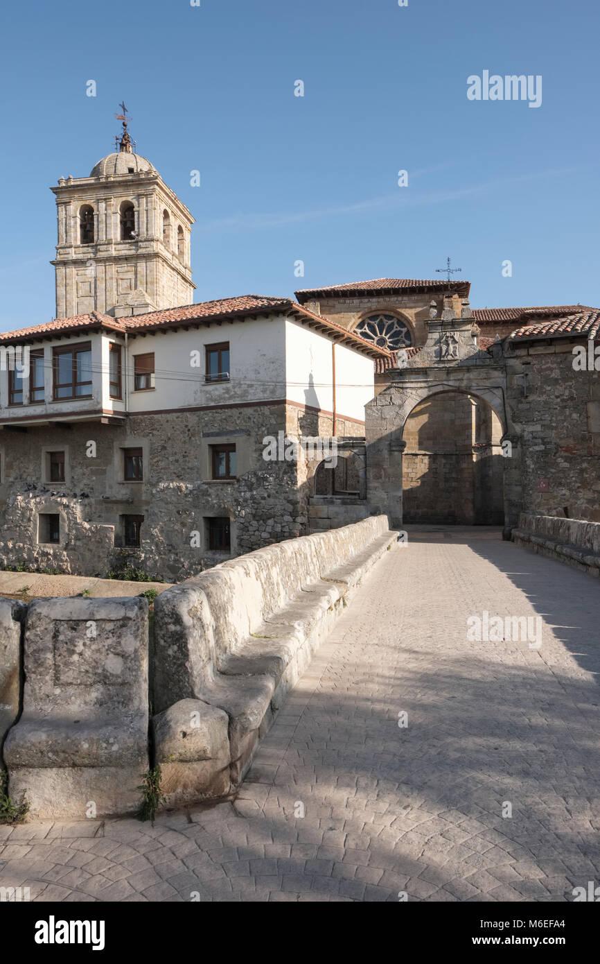 Puerta del Portazgo with 14th century Colegiata de San Miguel in background, Aguilar de Campoo; Palencia; Spain - Stock Image