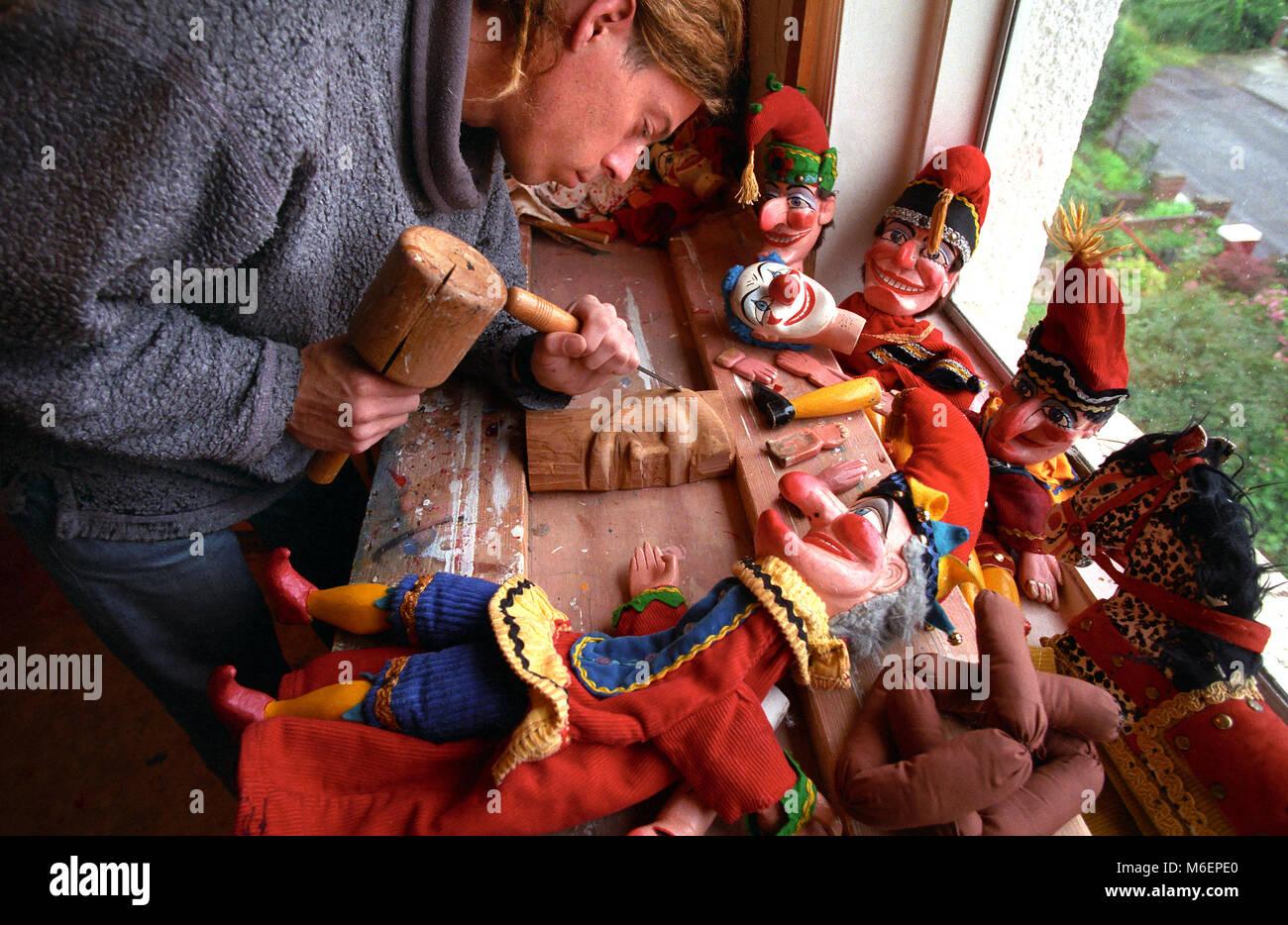 Devon, UK. Professor Mark Poulton making Punch and Judy puppets. - Stock Image