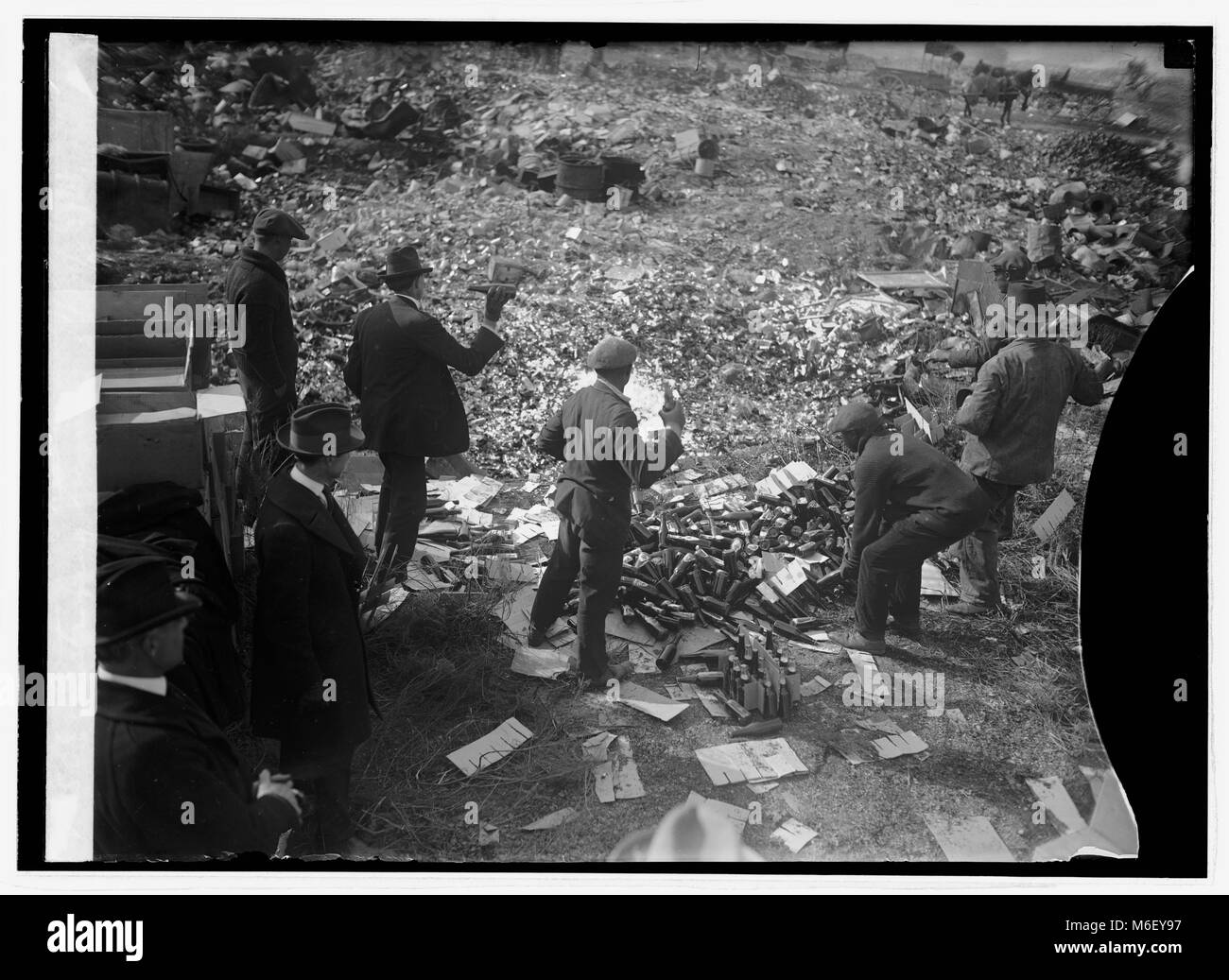 Federal agents destroying bottles of liquor during Prohibition, 11/20/1923. - Stock Image