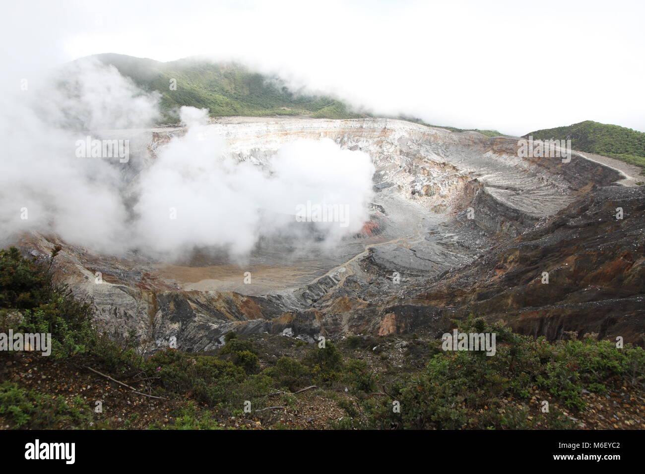 smoking vulcano in costa rica - Stock Image
