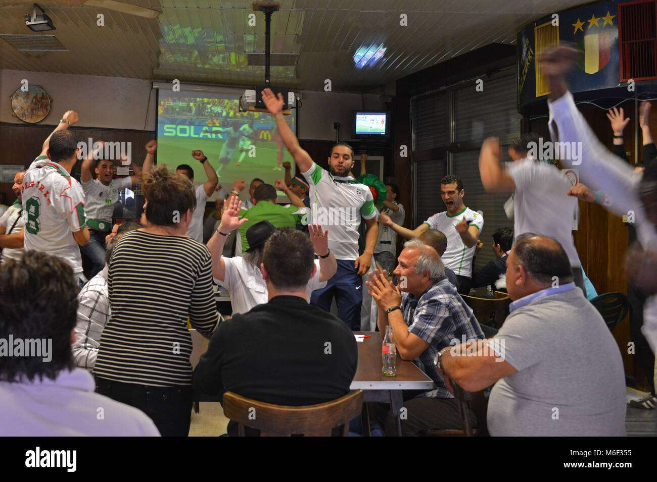 Bruxelles. Algerian supporters celebrate during world football championship, Molenbeek. Belgium. - Stock Image