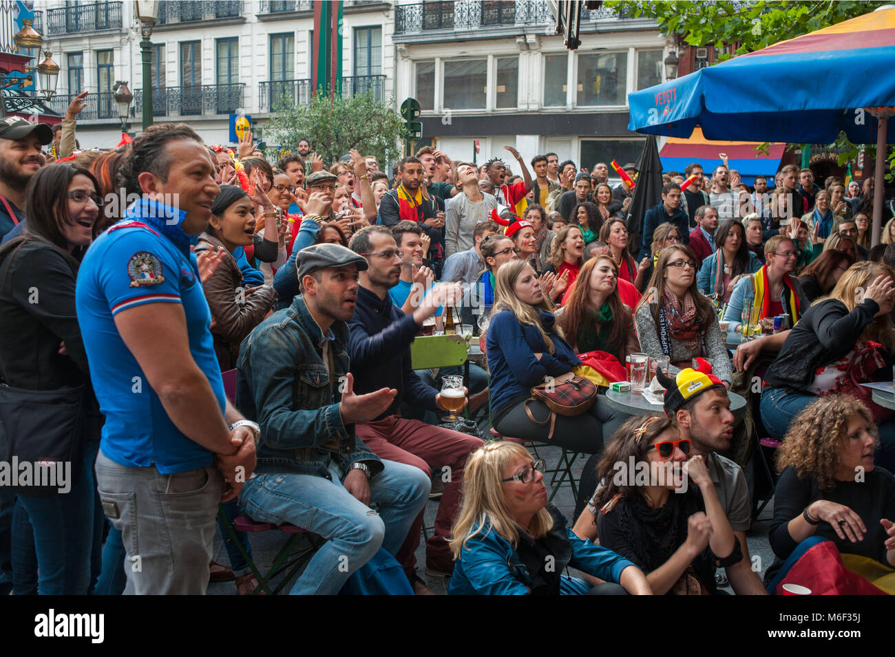 Bruxelles. Belgian supporters celebrate during world football championship, Place Sainte Catherine. Belgium. - Stock Image
