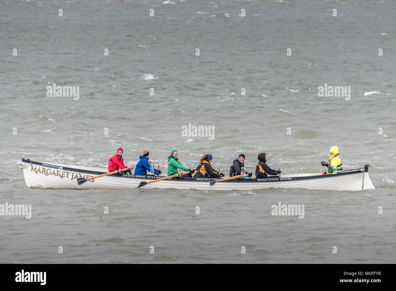 UK Weather - The Appledore Ladies Gig Crew brave the choppy conditions on the River Torridge in the aftermath of - Stock Image