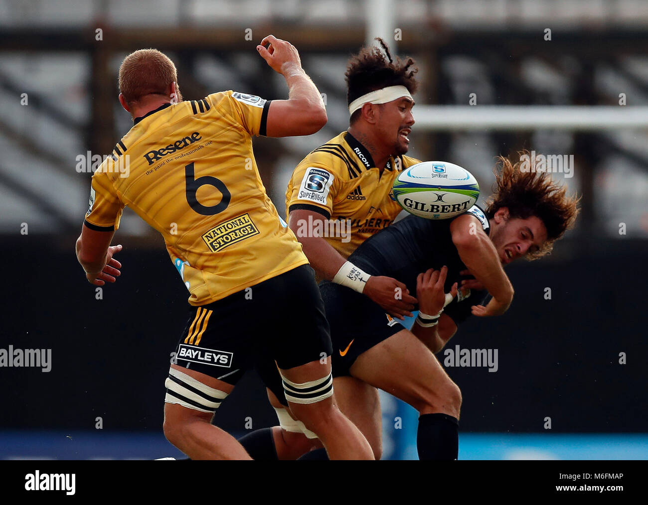 Buenos Aires, Argentina. 03rd Mar, 2018. Bautista Escurra (R) of Argentina Jaguars vies for the ball with Ardie - Stock Image