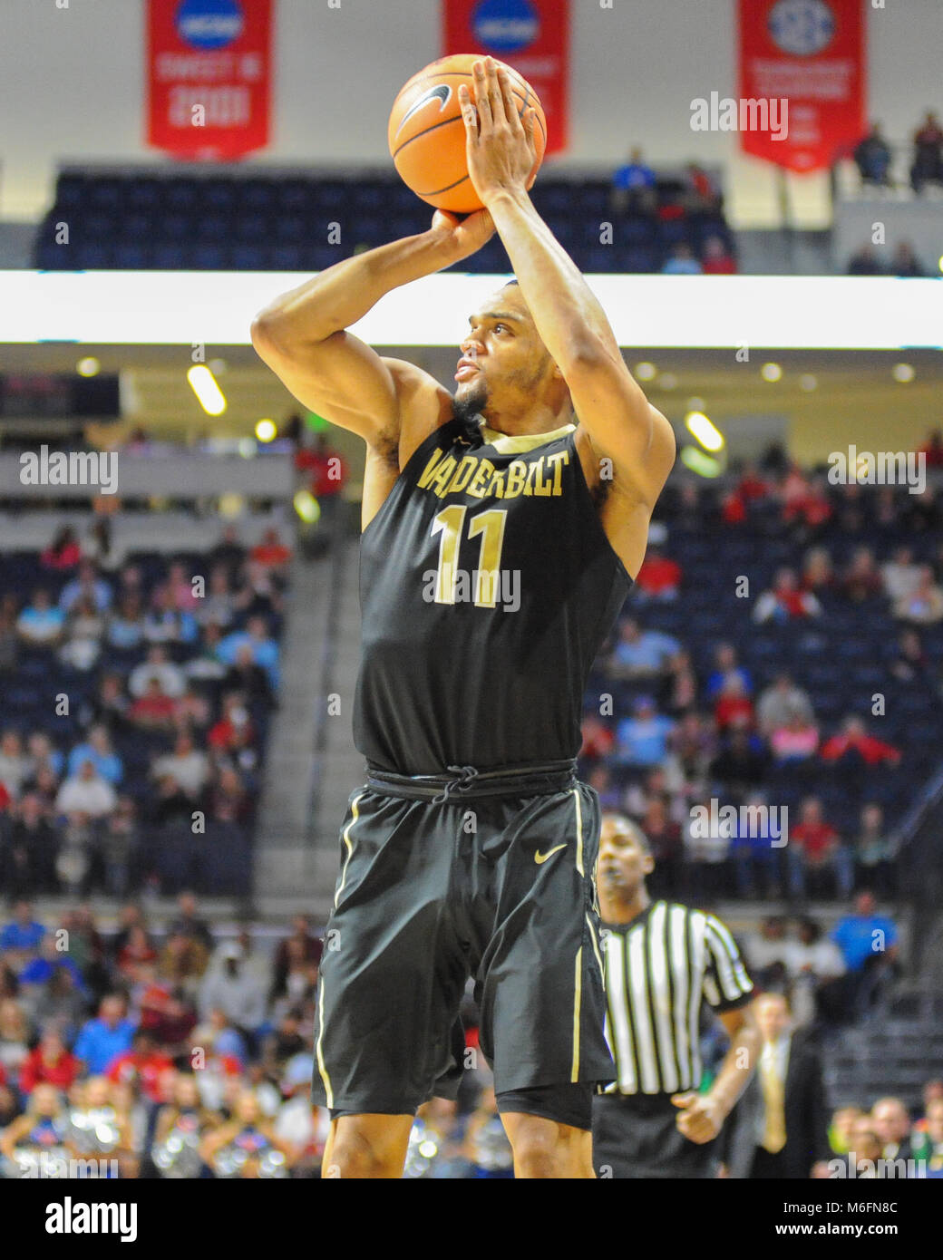 March 03, 2018; Oxford, MS, USA; The Vanderbilt Commodores lead the Ole' Miss Rebels, 45-44 after the first - Stock Image