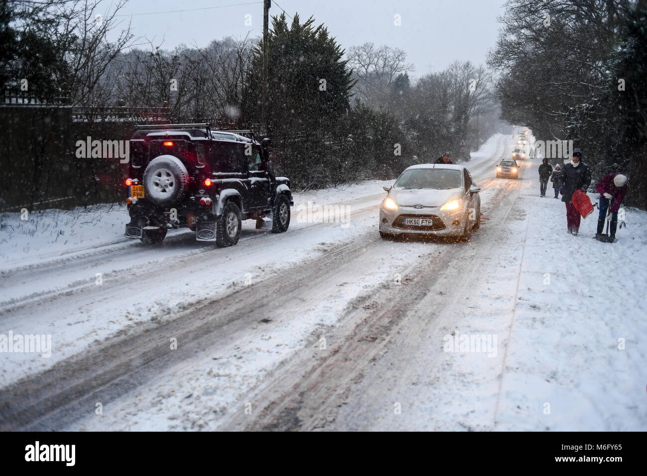 A 4x4 black  Land Rover makes its way along the A36 towards Salisbury as other traffic struggles in the slippery - Stock Image