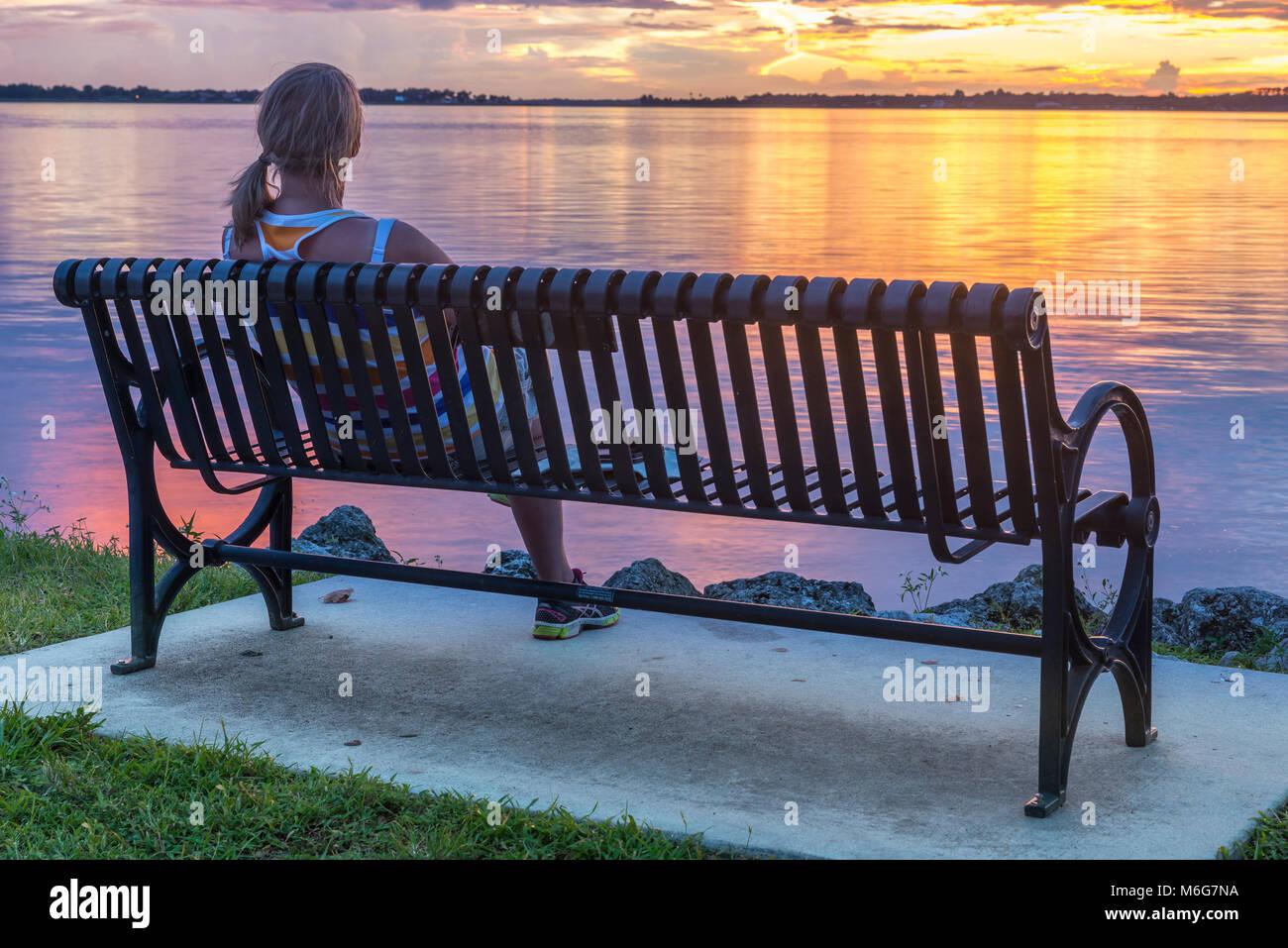 USA,Florida, Mount Dora, solnedgång, pir, sjö, semester, njuta, stillhet, lila, parkbänk, personer, Sunset, pier, Stock Photo