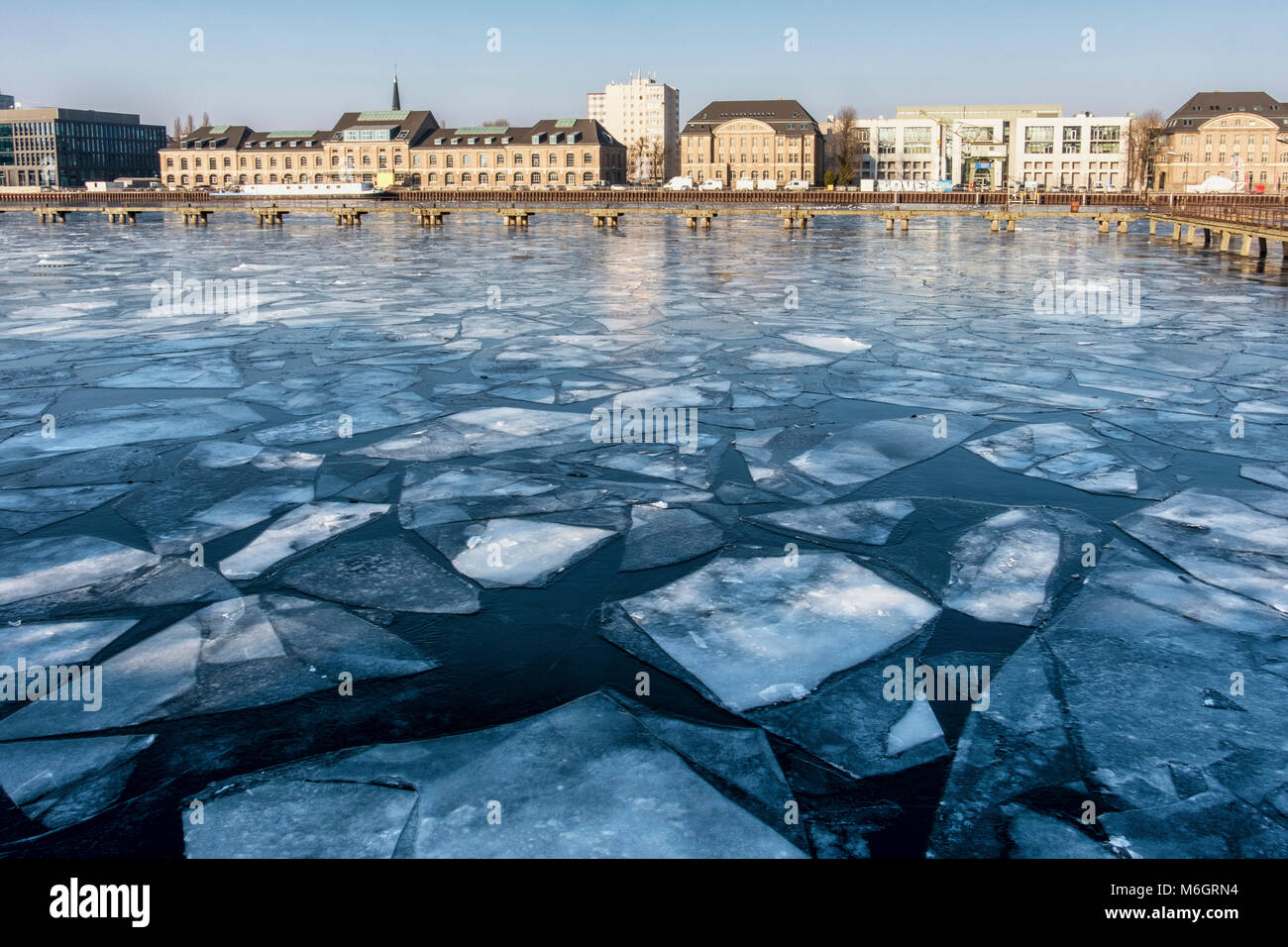 Germany ,Berlin, 3rd March 2018. The  river Spree freezes as sub zero temperatures cause ice floes to collect on the river. credit: Eden Breitz/Alamy Live News Stock Photo