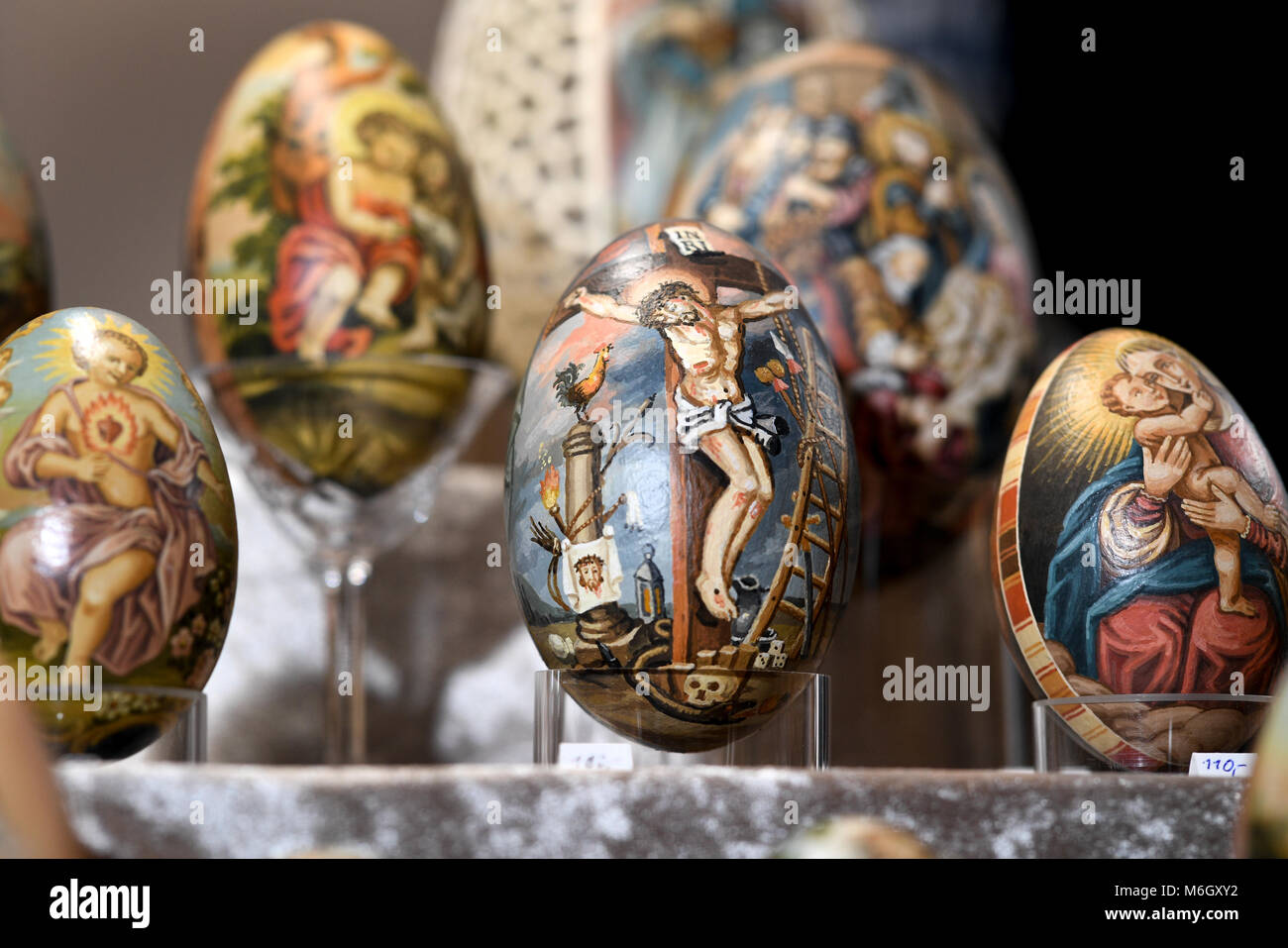 03 March 2018, Germany, Wangen im Allgaeu: An Easter egg depicting the crucified Christ seen at the stand of artist - Stock Image