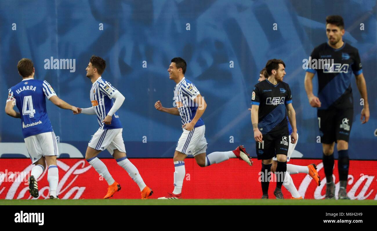 ee1cd09d4 Real Sociedad s Mexican defender Hector Moreno (C) celebrates with  teammates after scoring the 1-0 lead during a Spanish Primera Division  soccer match ...