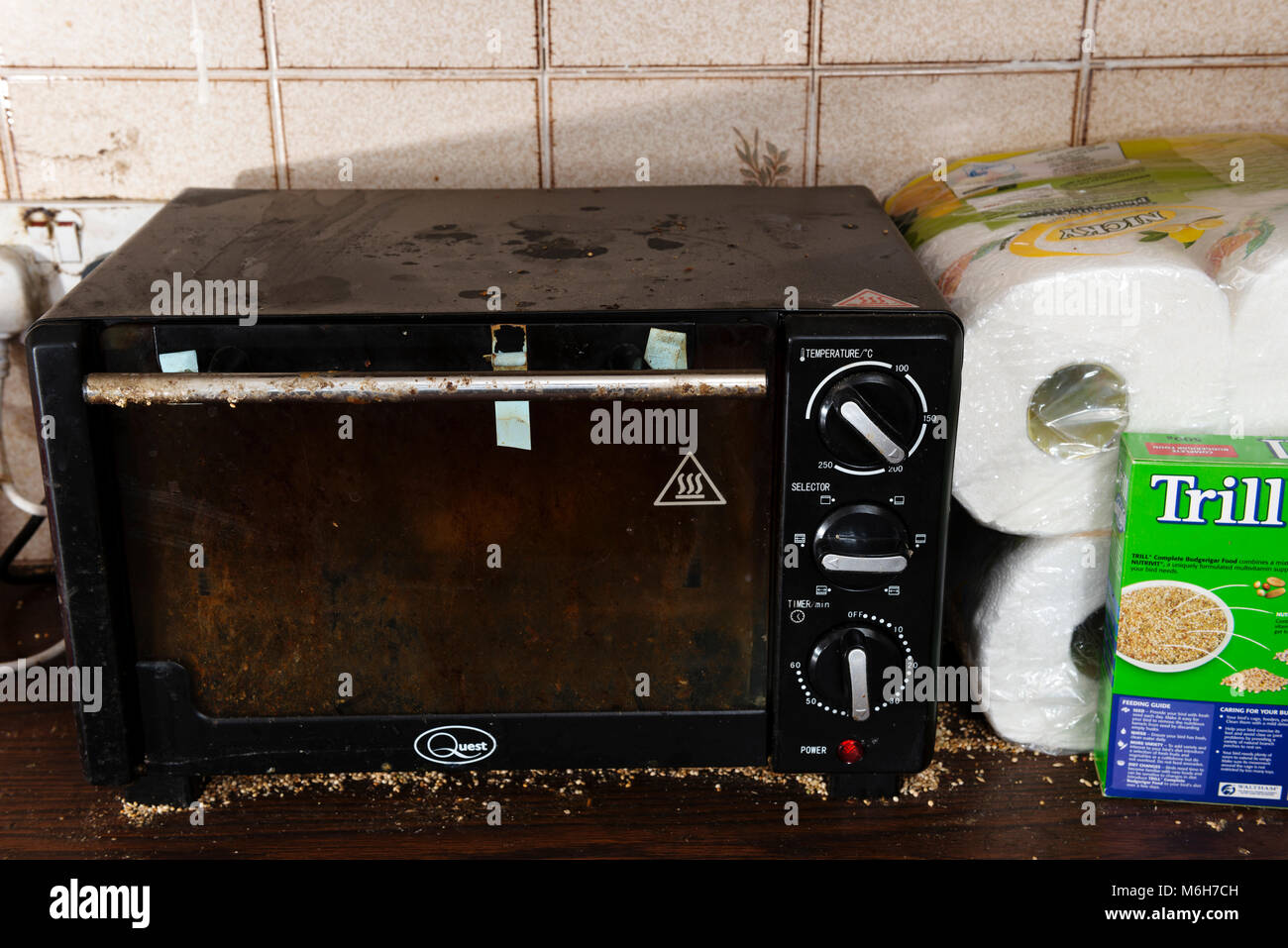 Dirty oven and kitchen - Stock Image