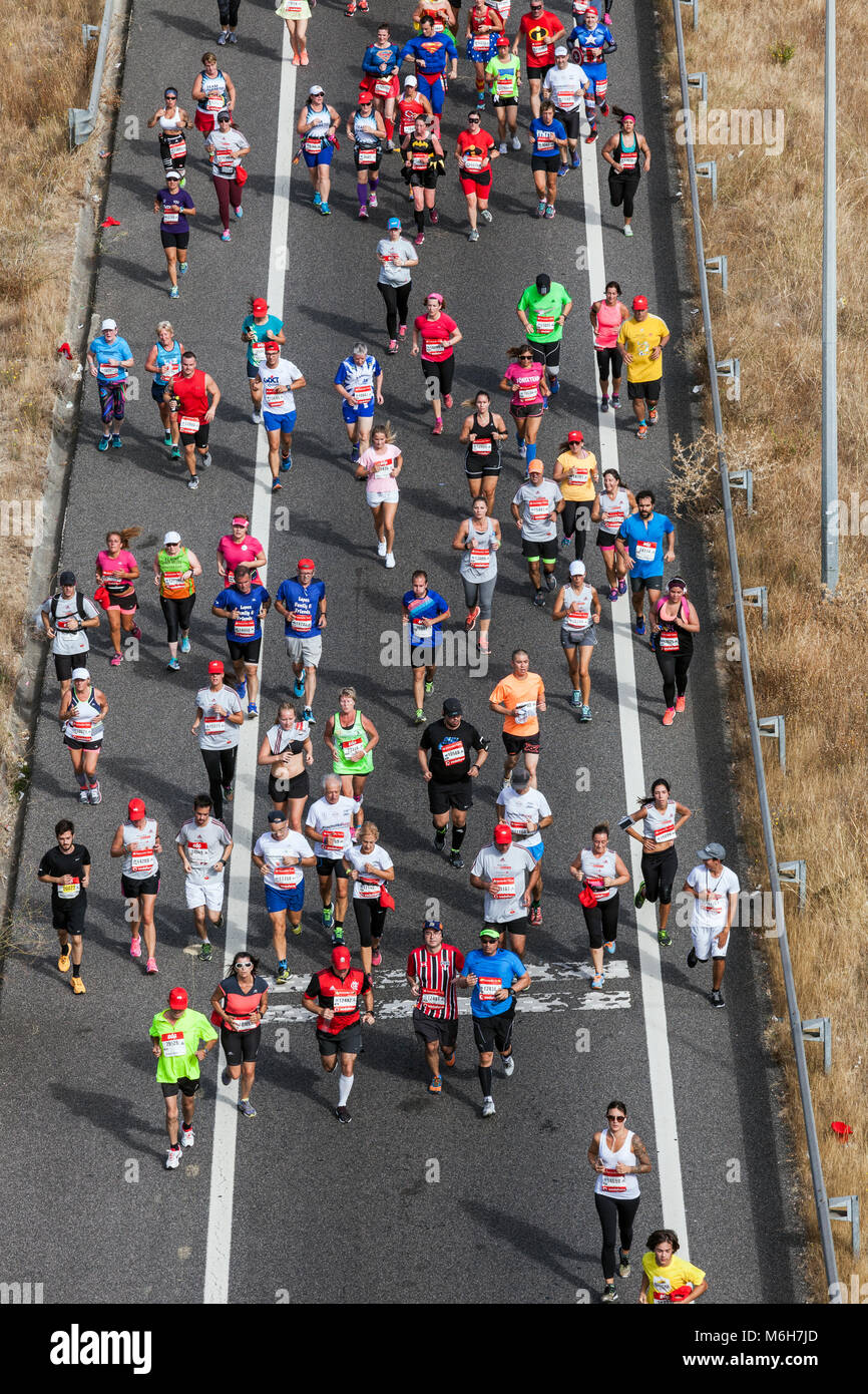 View from above to the runners of Lisbon Rock'n'Roll marathon 2017 - Stock Image