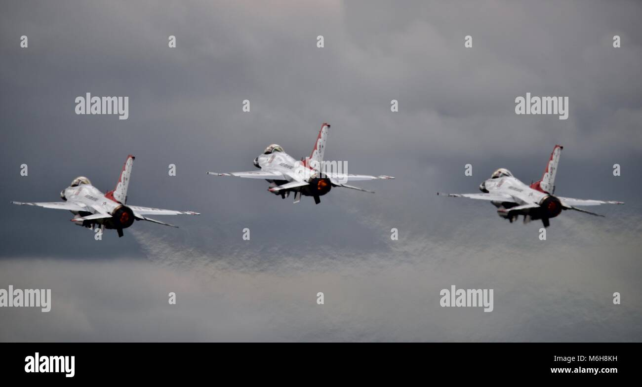 3 F-16 Fighting Falcon of the USAF Thunderbirds display team taking off in close formation at the 2017 Royal International - Stock Image