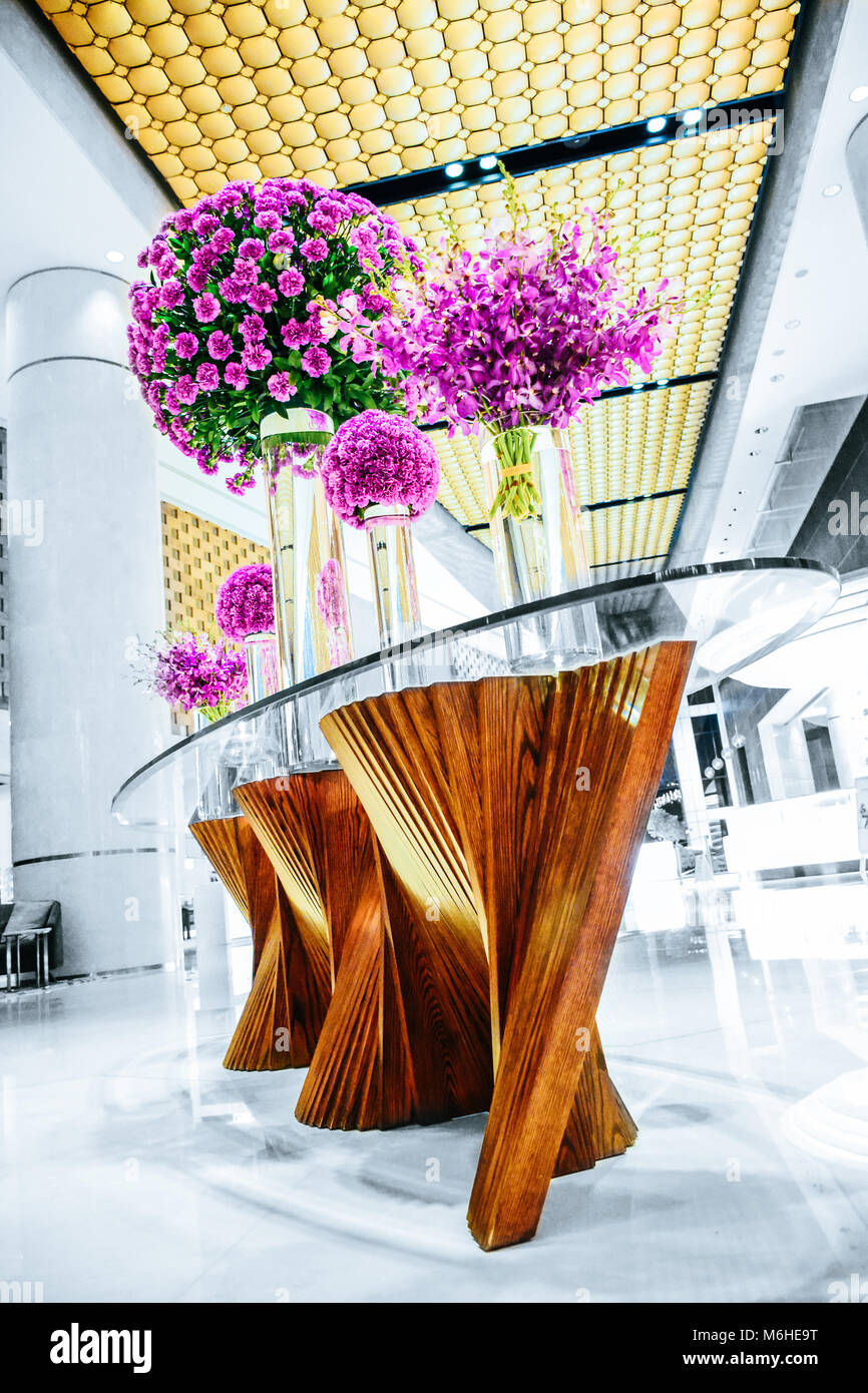 flowers on a table at the hotel Stock Photo: 176176052 - Alamy
