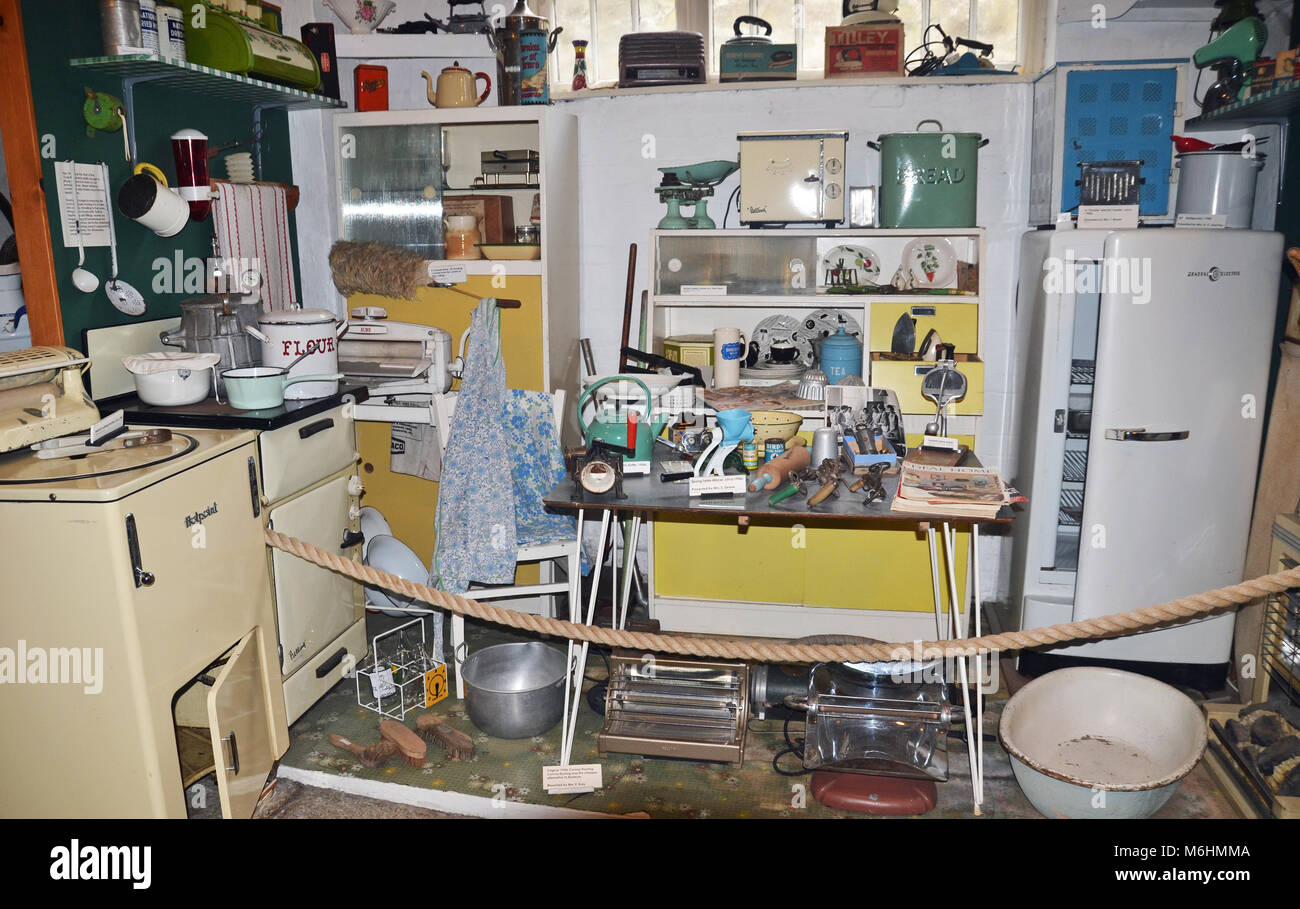 1950s Fridge Stock Photos & 1950s Fridge Stock Images - Alamy