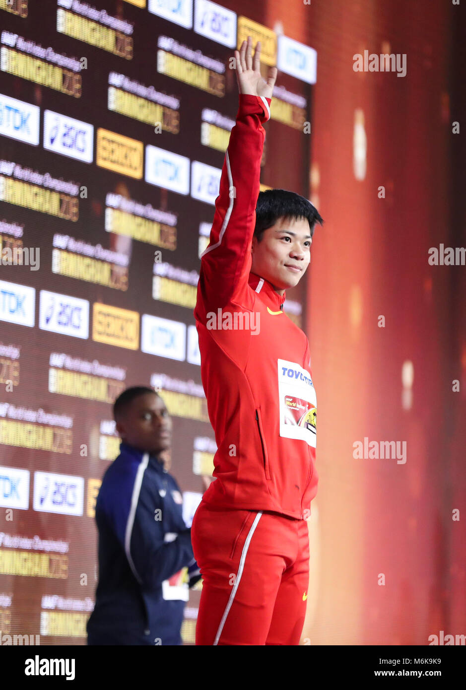 (180305) -- BIRMINGHAM, March 5, 2018 (Xinhua) -- Silver medalist Su Bingtian of China waves during the medal ceremony - Stock Image