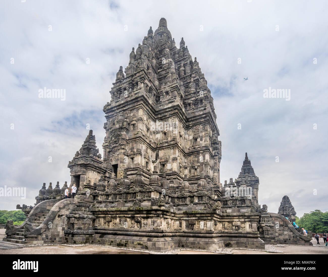 Indonesia, Central Java, view of the Trimurti shrine dedicated to Shiva (Candi Siwa) at the mid-9th century Prambanan - Stock Image