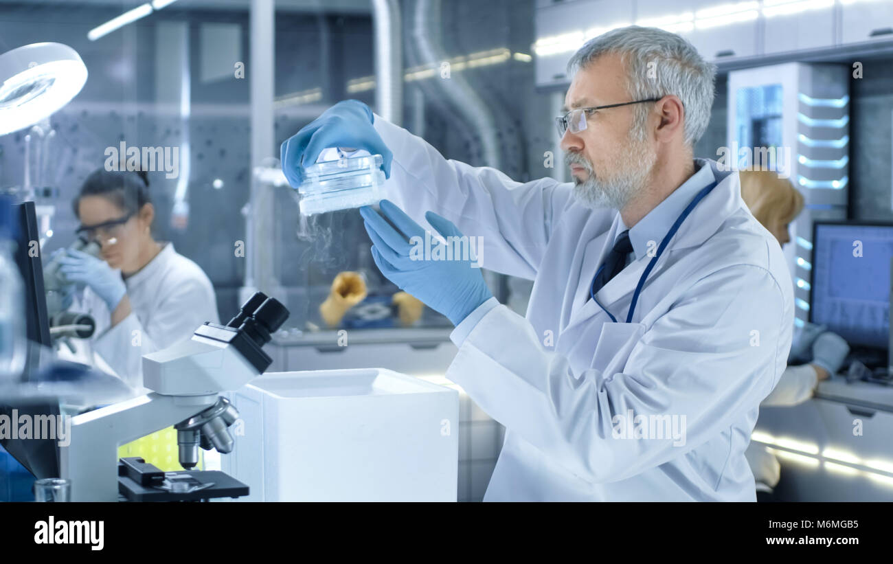 how to become a medical research scientist