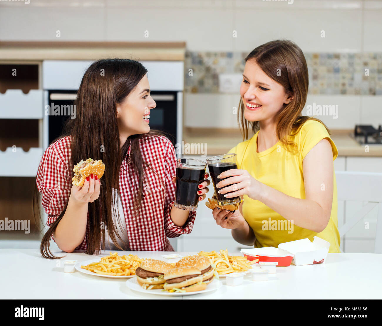 Friends Eat Fast Food - Stock Image