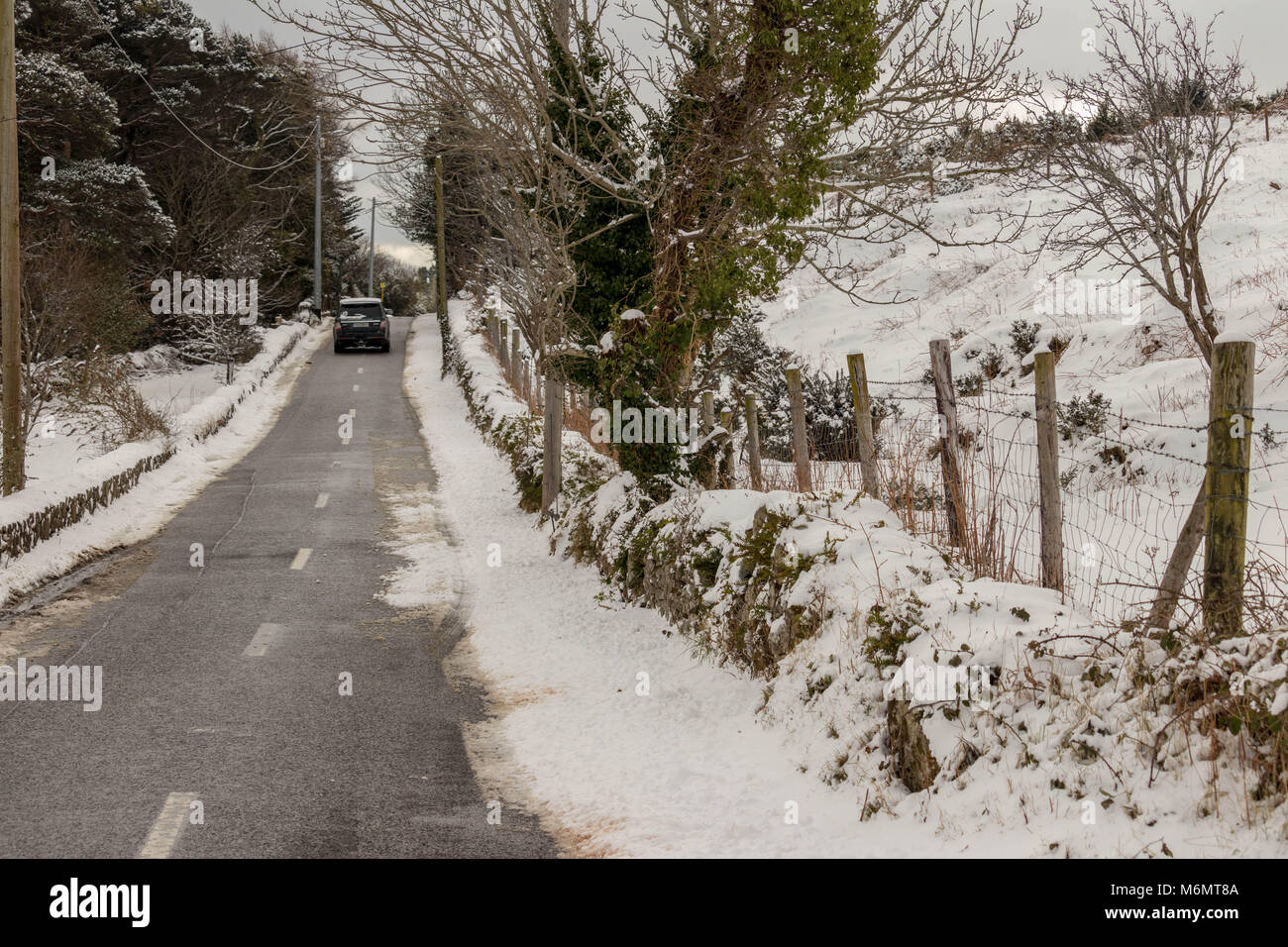 Deserted roads due to snow in the Dublin Mountains, March 2017. - Stock Image