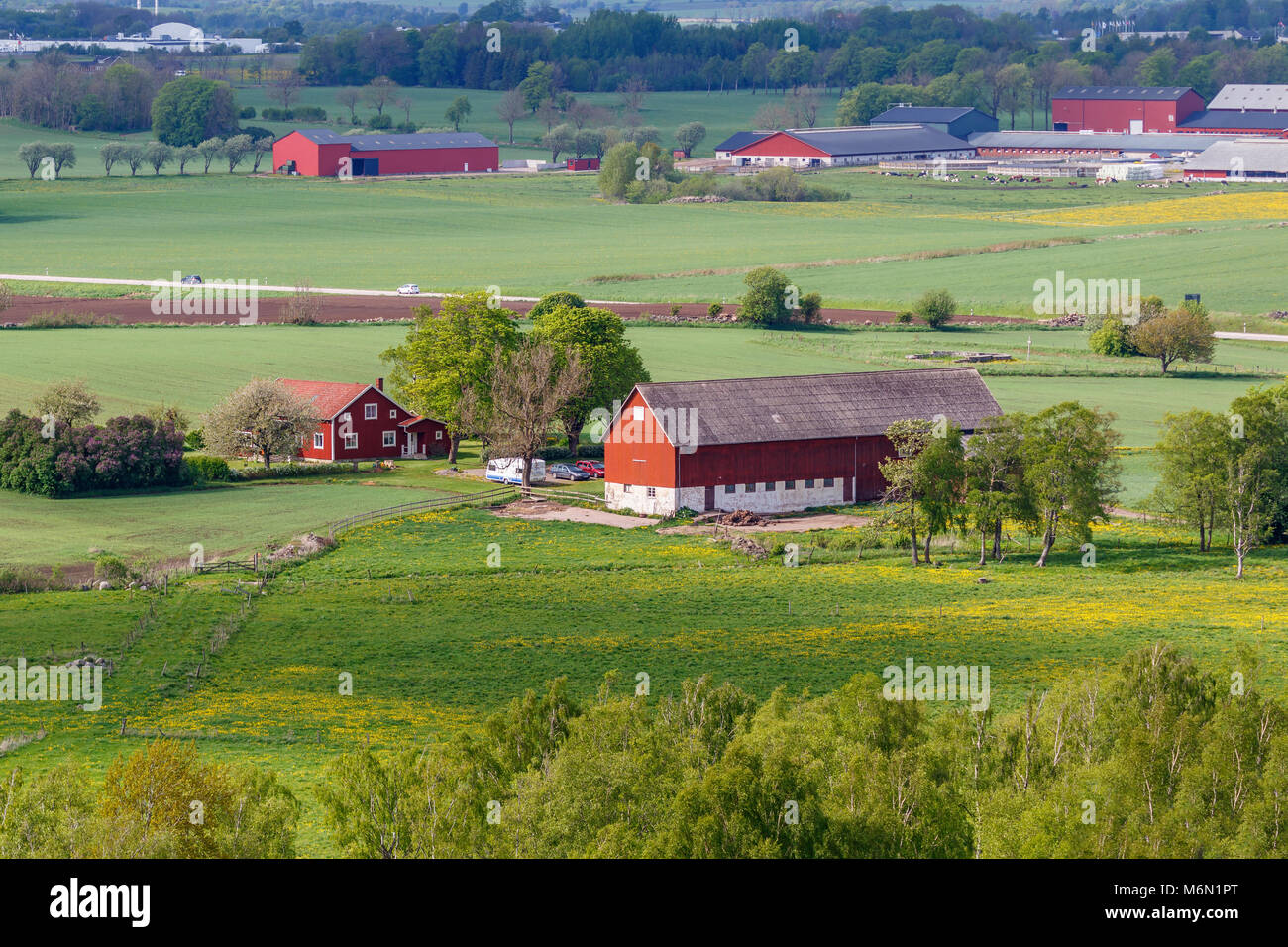 Farmhouse in the countryside with fields - Stock Image
