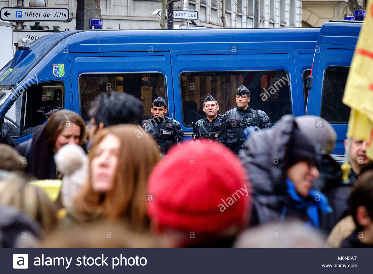 Paris, France. 14 January, 2017. Gendarmerie Nationale officers stand guard during a Droit Au Logement (Right to - Stock Image