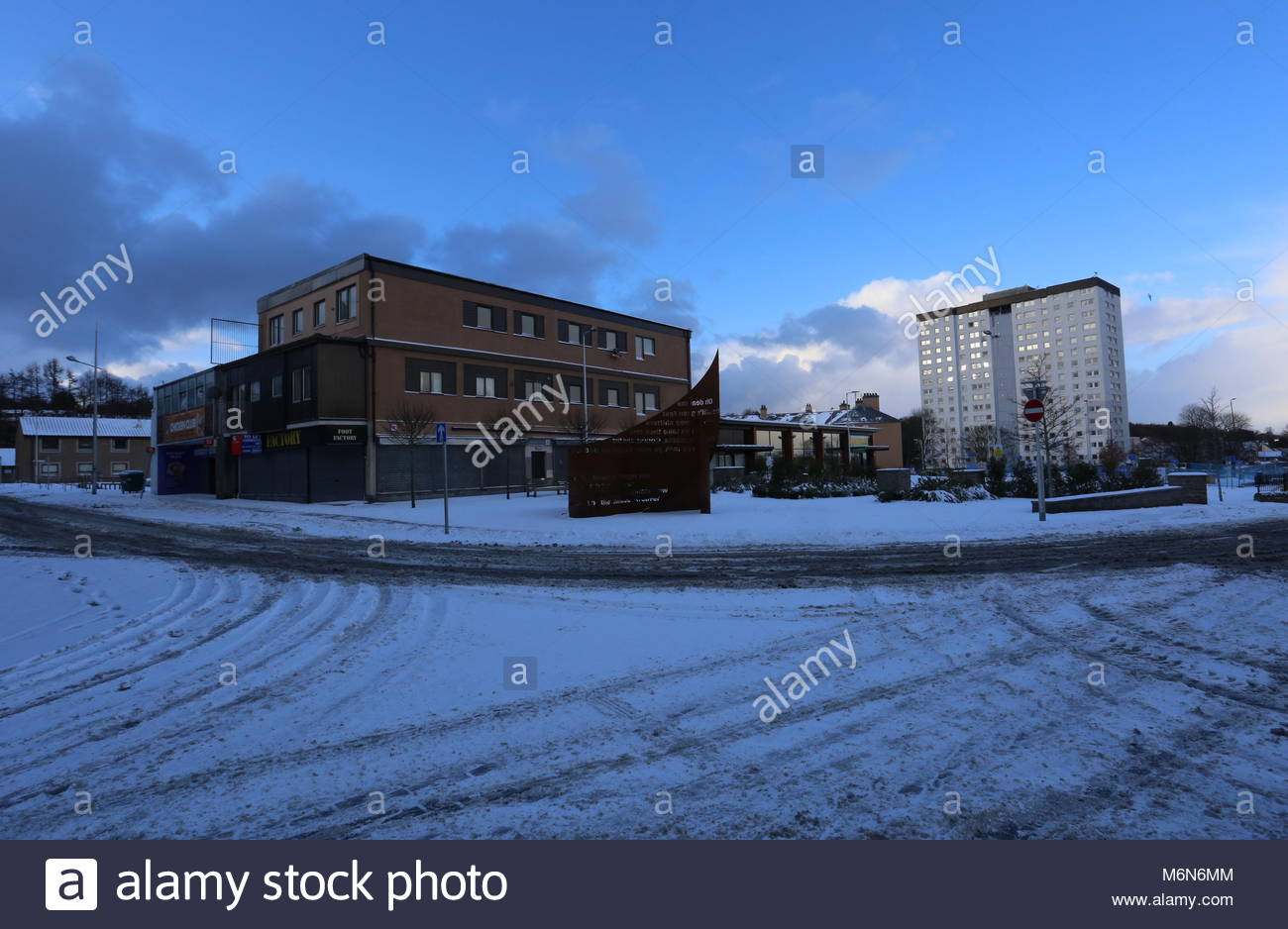Tribute to Jute Mill Women with snow Lochee Dundee Scotland  March 2018 - Stock Image