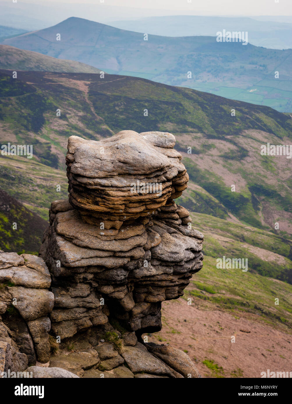 Weathered  gritstones of Upper Tor looking over Grindsbrook towards Lose Hill on Kinder Scout in the Derbyshire - Stock Image