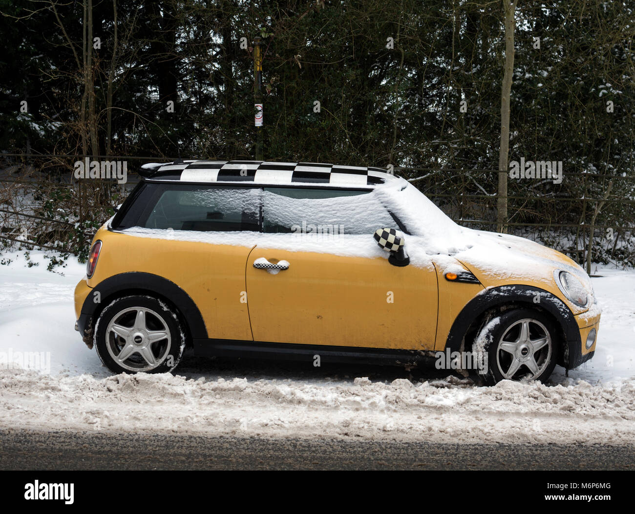 Mini Cooper Car Yellow High Resolution Stock Photography And Images Alamy