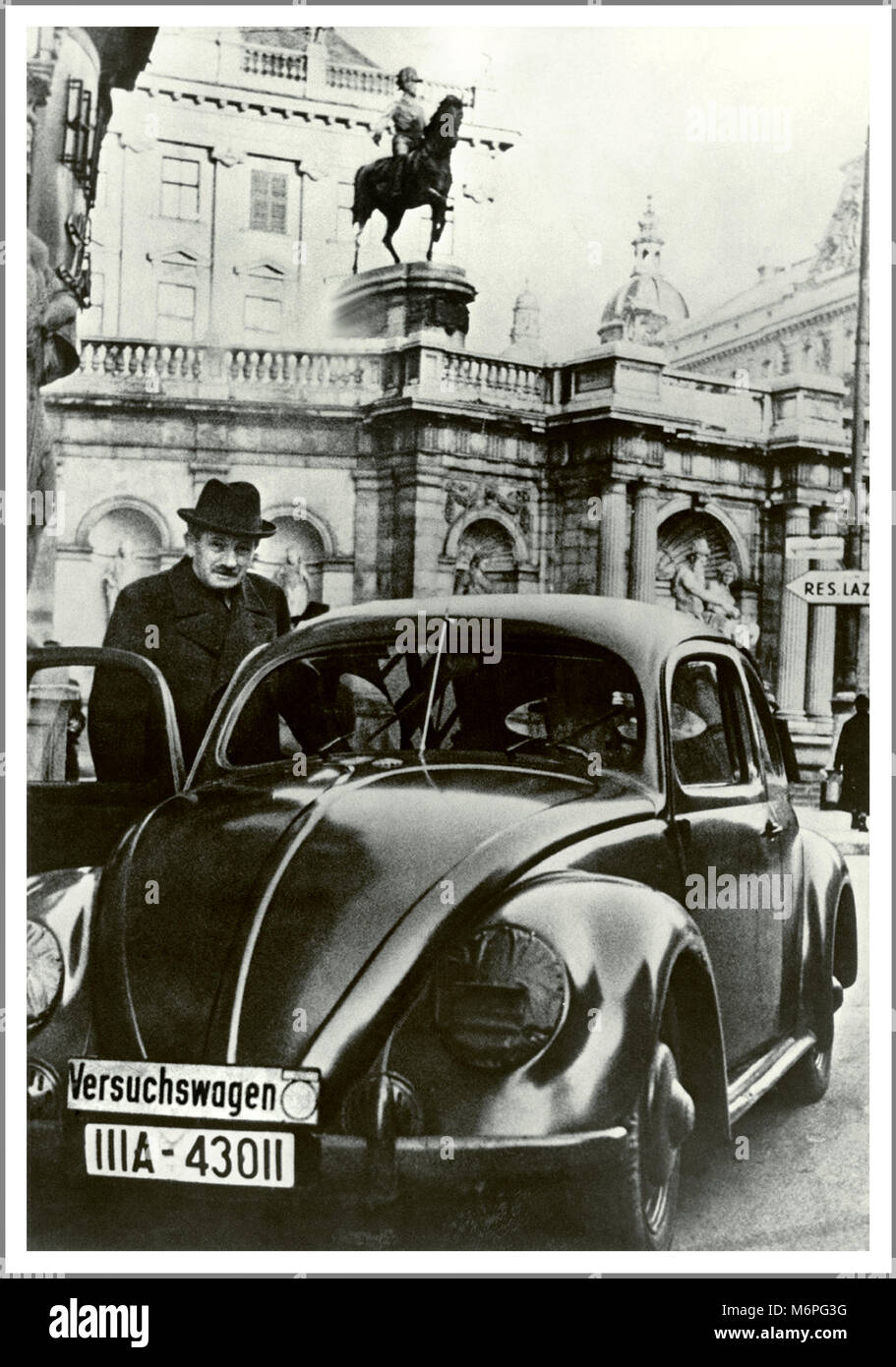 1930's VW VOLKSWAGEN LAUNCH KDF-WAGEN Rare Vintage 1938 image of a prototype ' Versuchswagen' Volkswagen Beetle - Stock Image