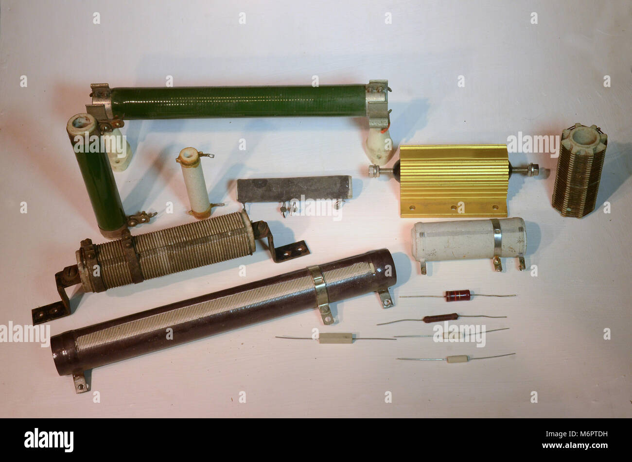rheostat stock photos \u0026 rheostat stock images alamydifferent types of power resistors with wattages of 2 to 200 watt stock image