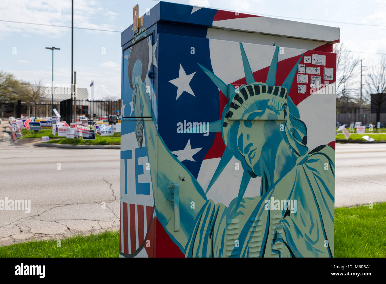 Houston, Texas, USA. 5th March, 2018. Street art outside a polling site as voting begins on March 6. Early Signs - Stock Image