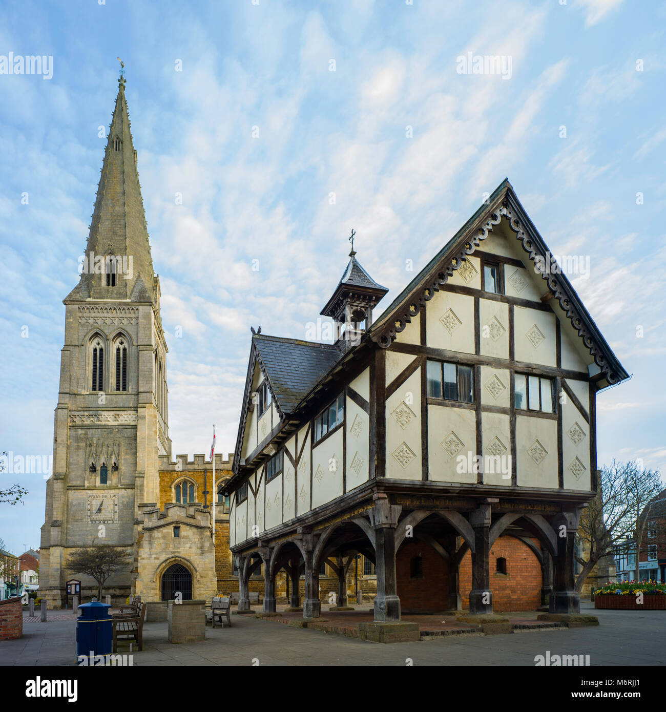 St. Dionysius Church and the Old Grammar School, Market Harborough. Both buildings are listed Grade 1. - Stock Image