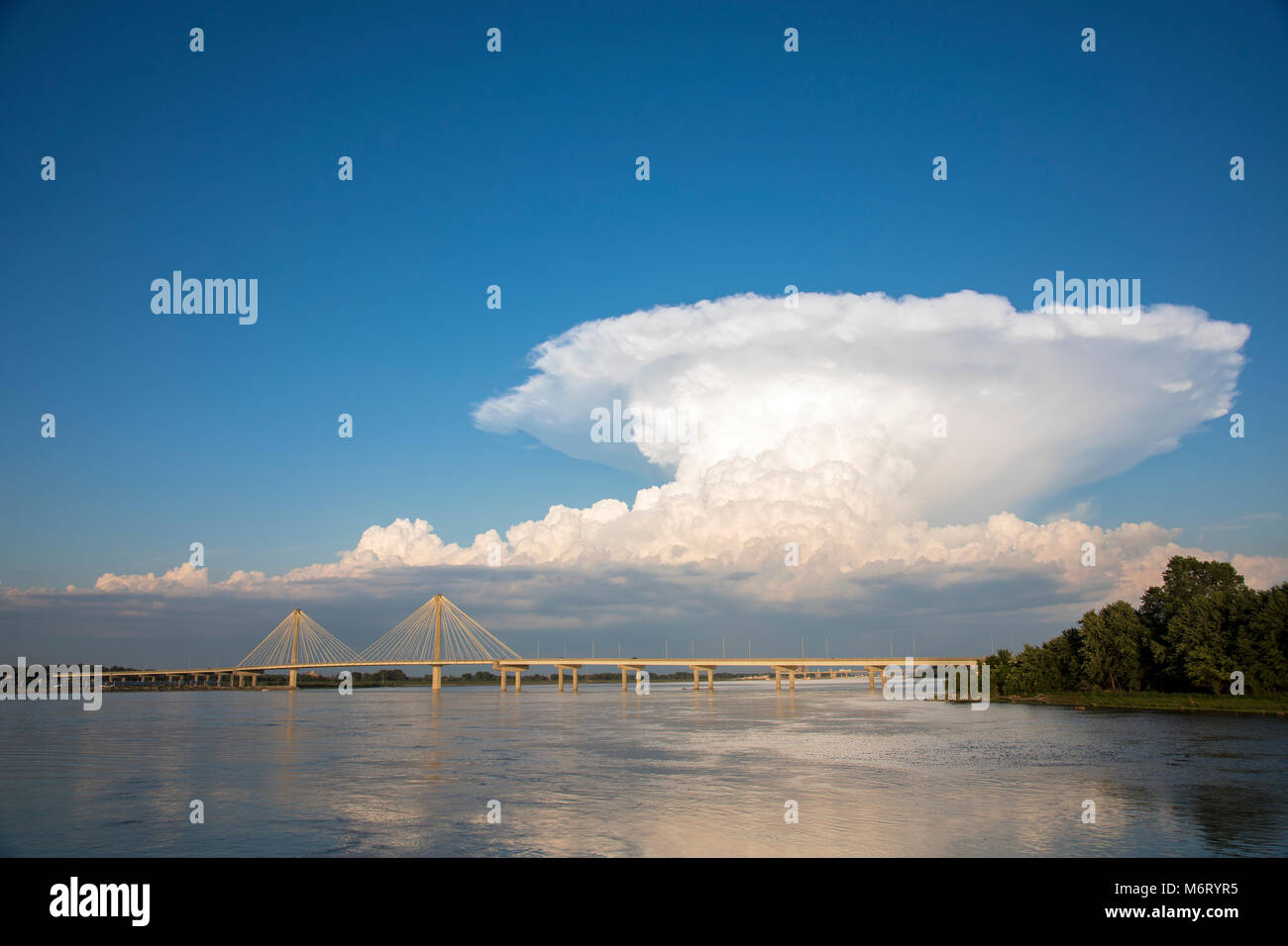63895-15310 Clark Bridge over Mississippi River and thunderstorm (Cumulonimbus Cloud) Alton, IL - Stock Image