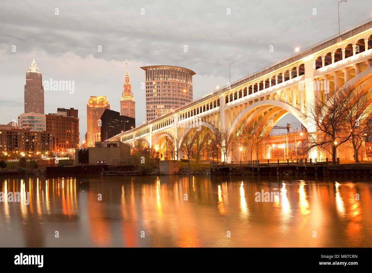 Detroit Superior Bridge over Cuyahoga River and downtown skyline, Cleveland, Ohio, USA - Stock Image