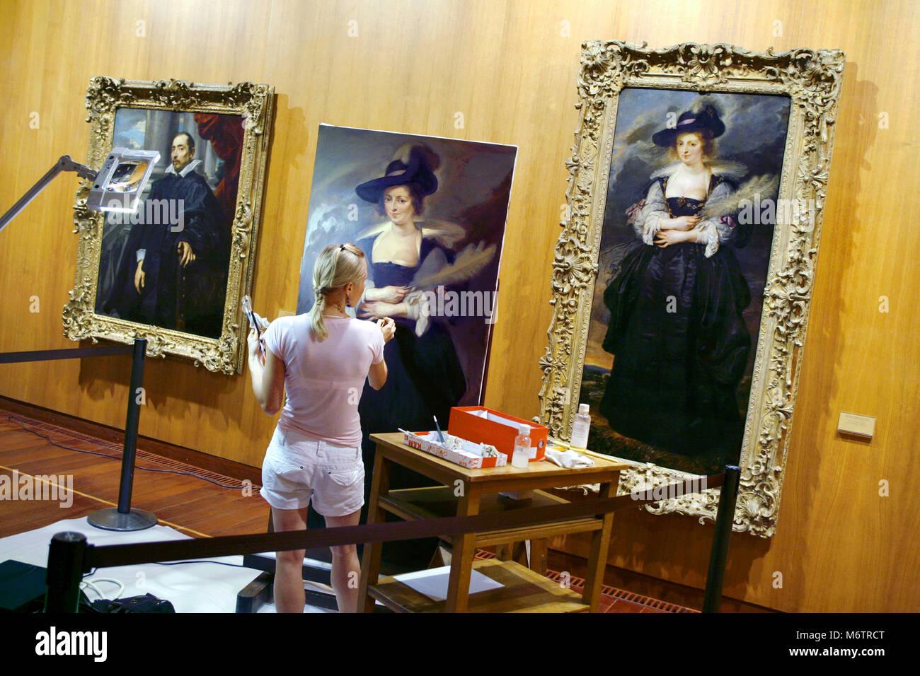 A female art student reproducing / copying a portrait of Helena Fourment, Gulbenkian Fondation Museum / Fundação - Stock Image