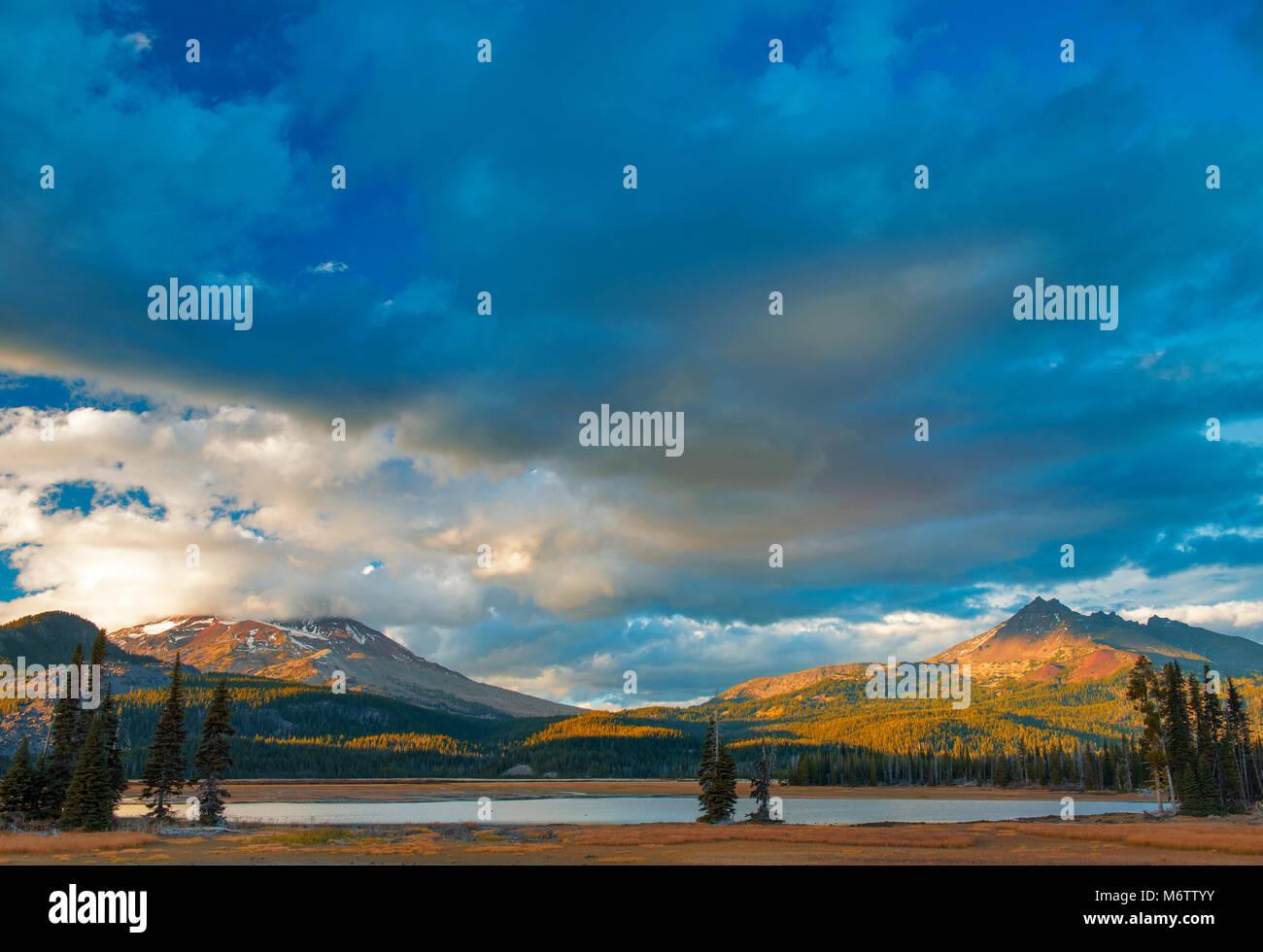 South Sister, Broken Top, Sparks Lake, Deschutes National Forest, Oregon - Stock Image