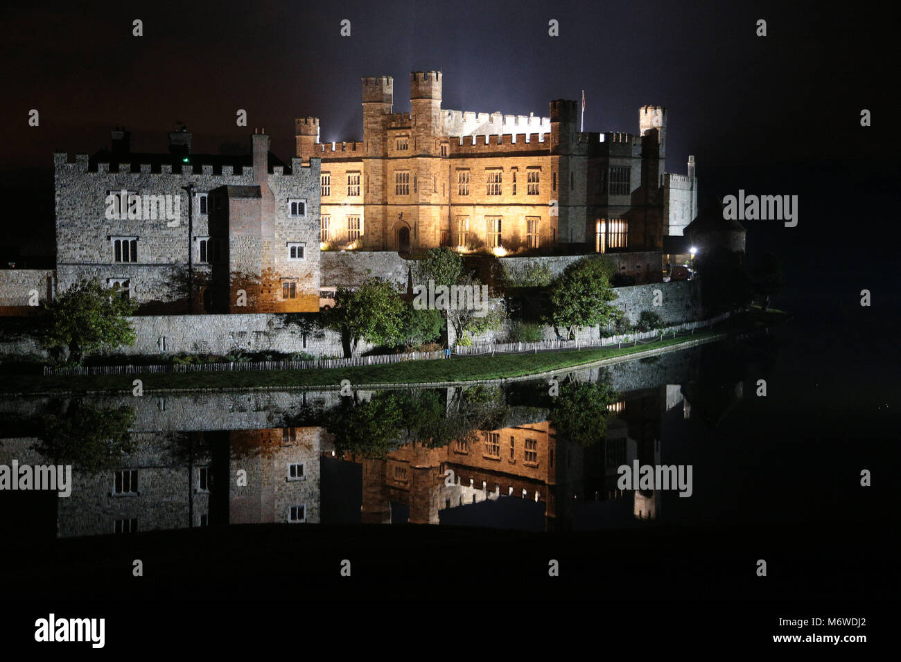 Leeds Caslte Maidstone Kent at night with reflextions in the moat - Stock Image