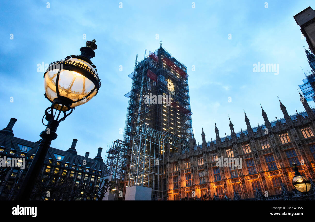 Palace of Westminster: Elizabeth Tower and Big Ben covered in scaffolding during the refurbishment. - Stock Image