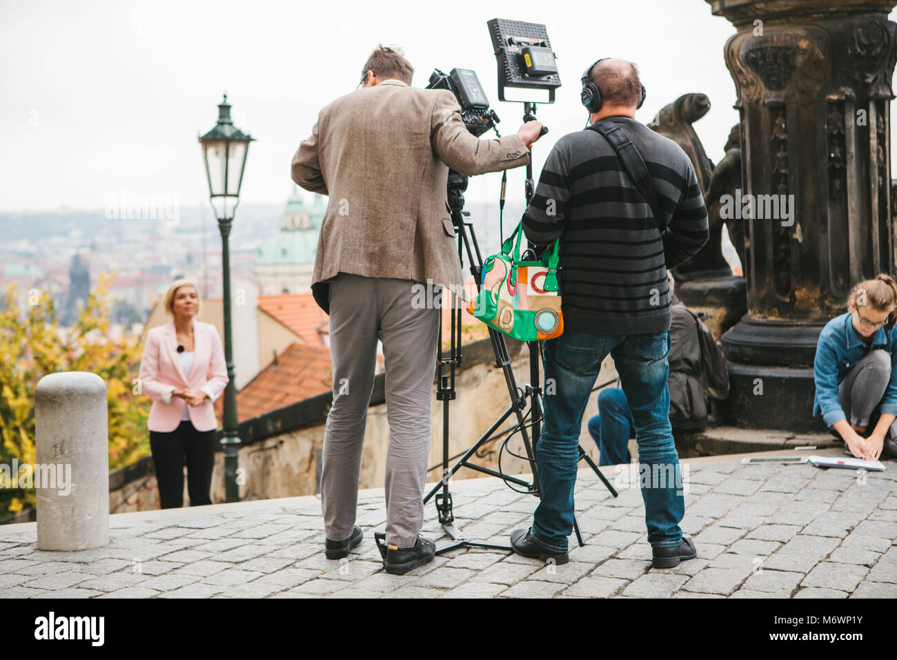 Prague, October 28, 2017: Team of operators and journalists shoot report next to the Prague Castle - Stock Image