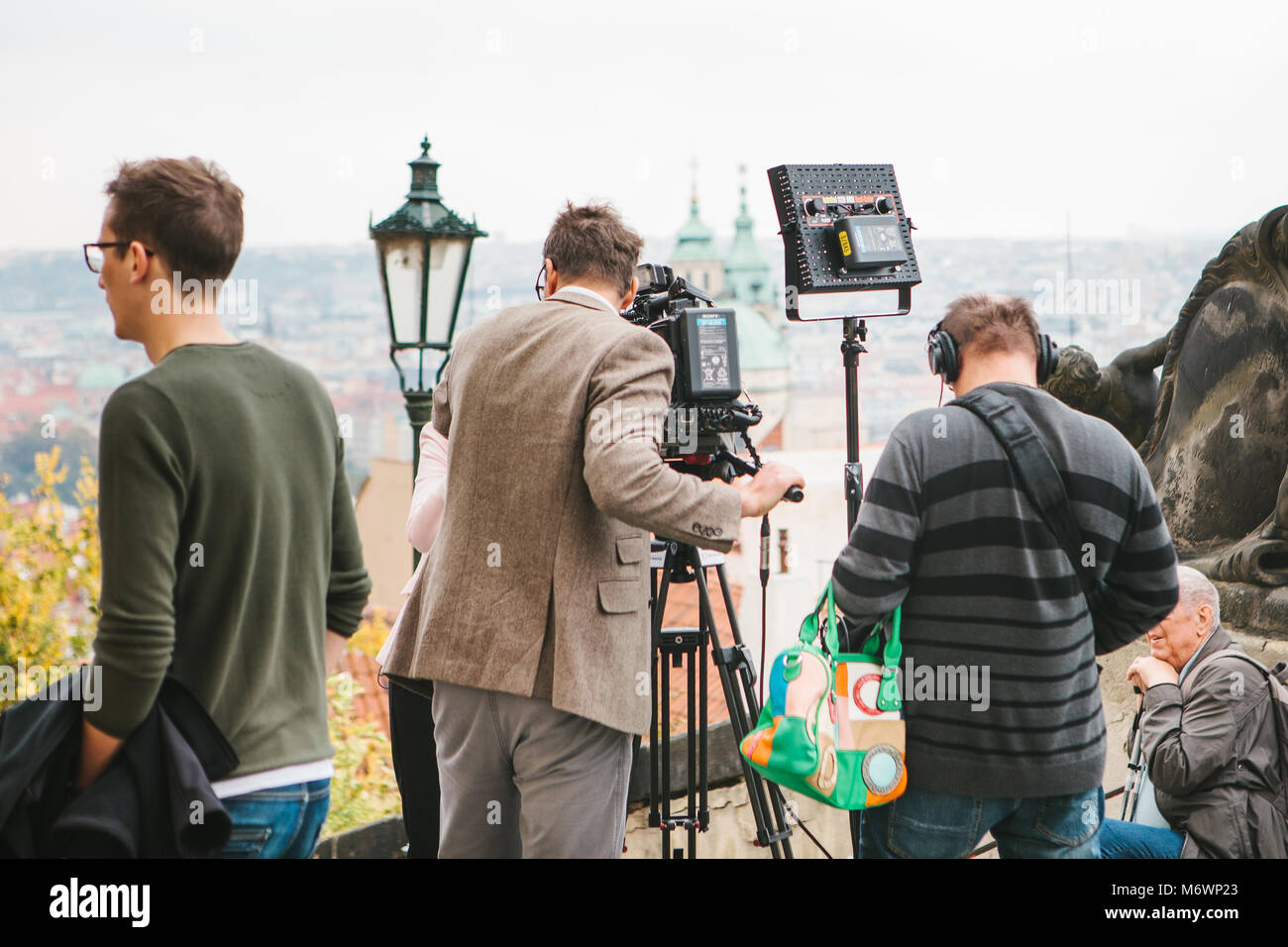 Prague, October 28, 2017: Team of operators shoot report next to the Prague Castle - Stock Image